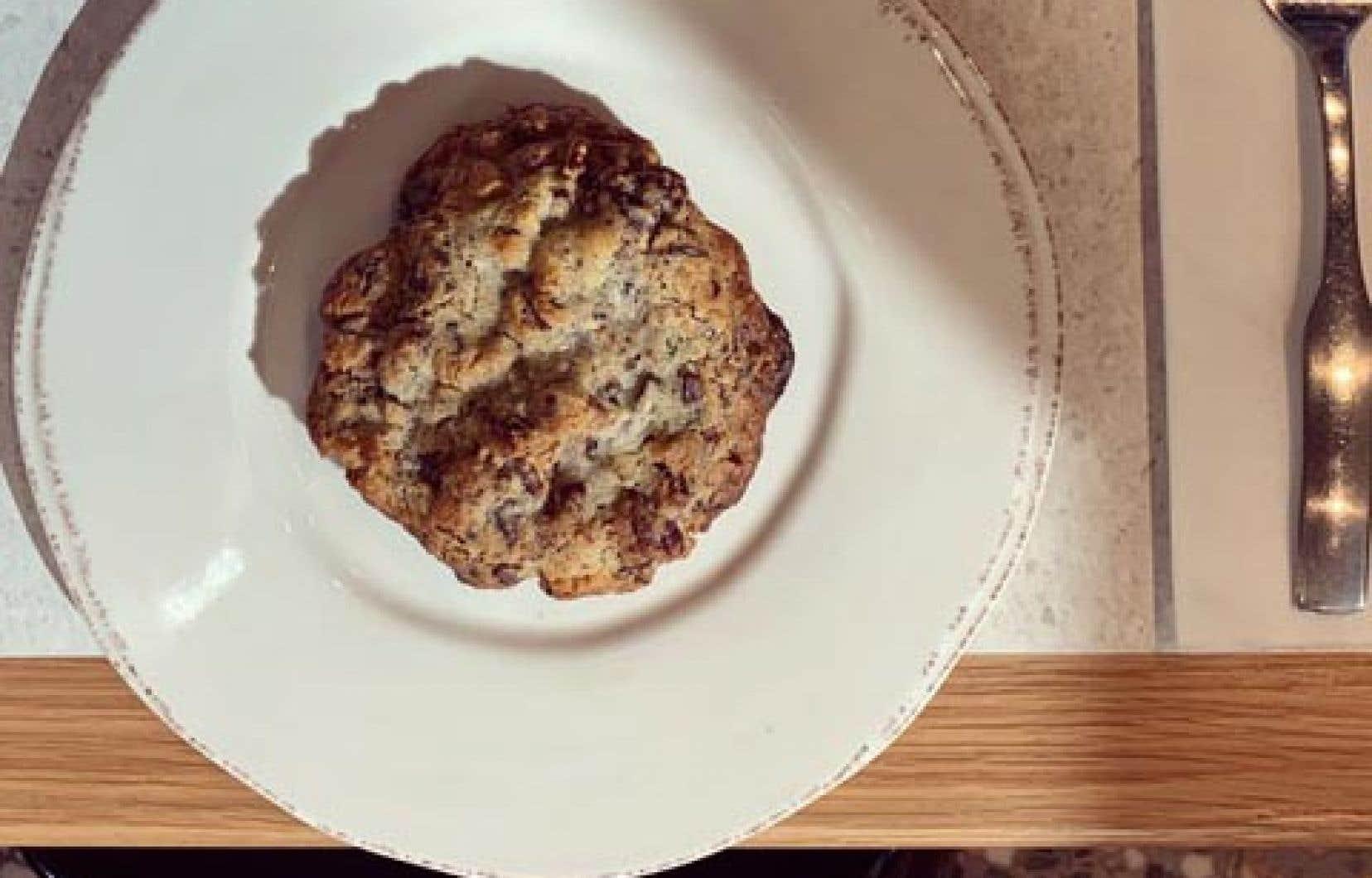 Cuire au four jusqu'à ce que les biscuits soient légèrement dorés.