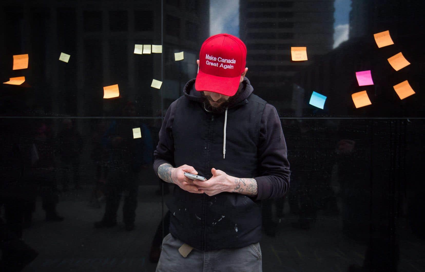 Il serait tentant d'attribuer aux médias sociaux la polarisation actuelle, mais elle est aussi le reflet d'une tendance mondiale et du climat ambiant que les partis n'atténuent pas.