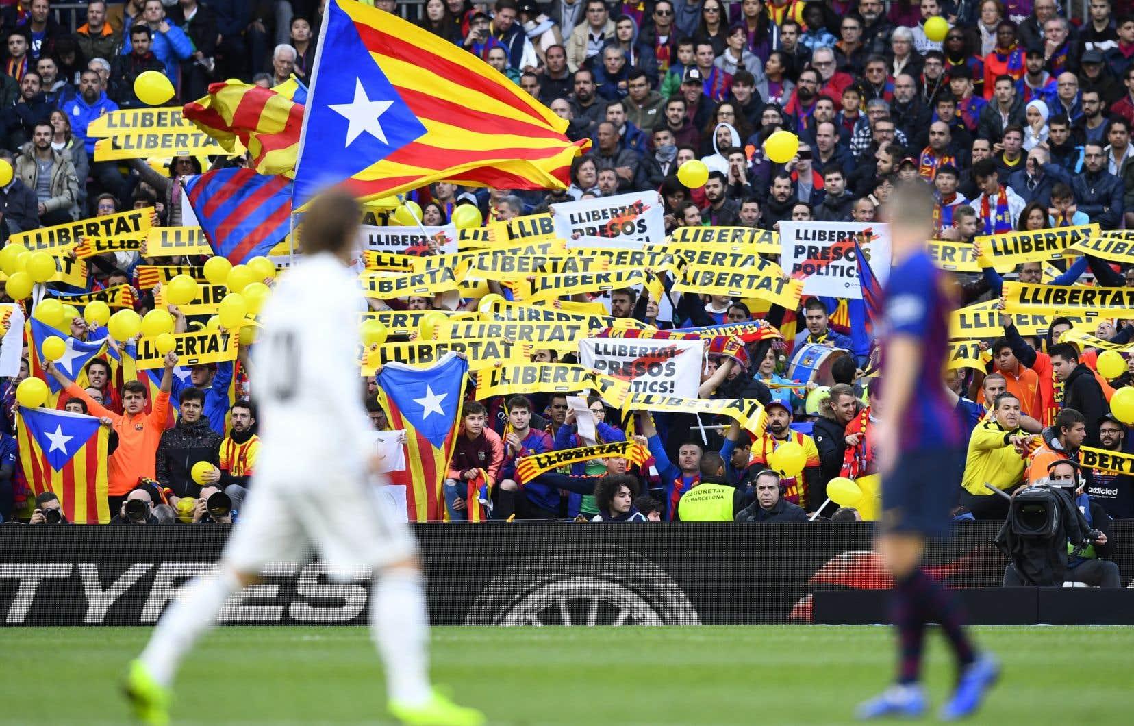 En octobre 2018, des supporters barcelonais déployaient déja des banderoles lors d'un match opposant le FC Barcelone au Real Madrid.