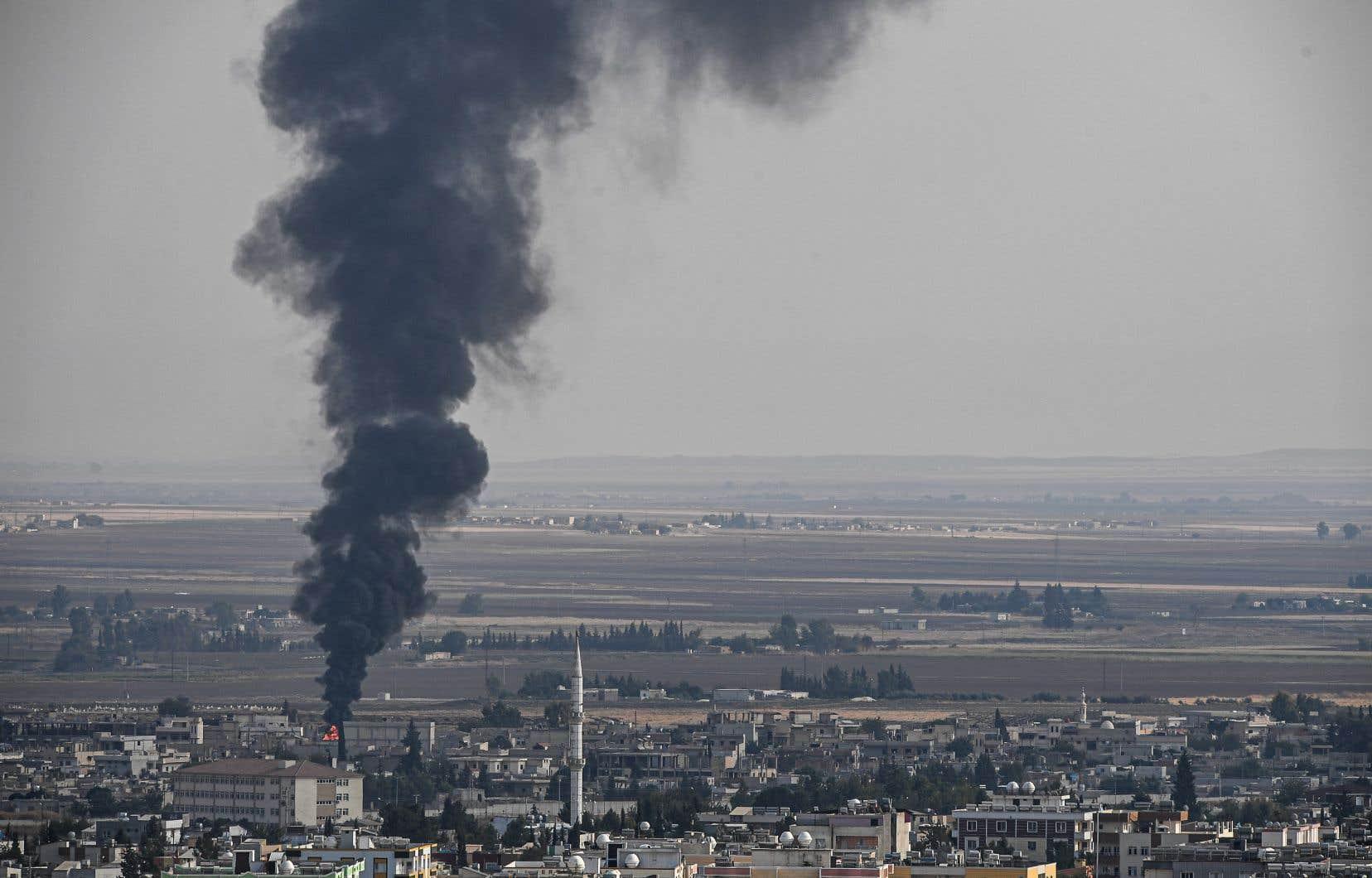 Des affrontements sporadiques entre les forces turques et des groupes kurdes ont été aperçus le 18 octobre dans la ville de Ras al-Aïn, malgré l'annonce par Ankara d'une trêve de cinq jours.