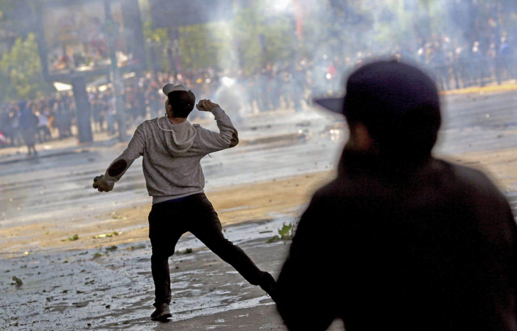 Près de 10000 policiers et militaires ont été déployés au Chili, du jamais vu depuis la fin du régime d'Augusto Pinochet.