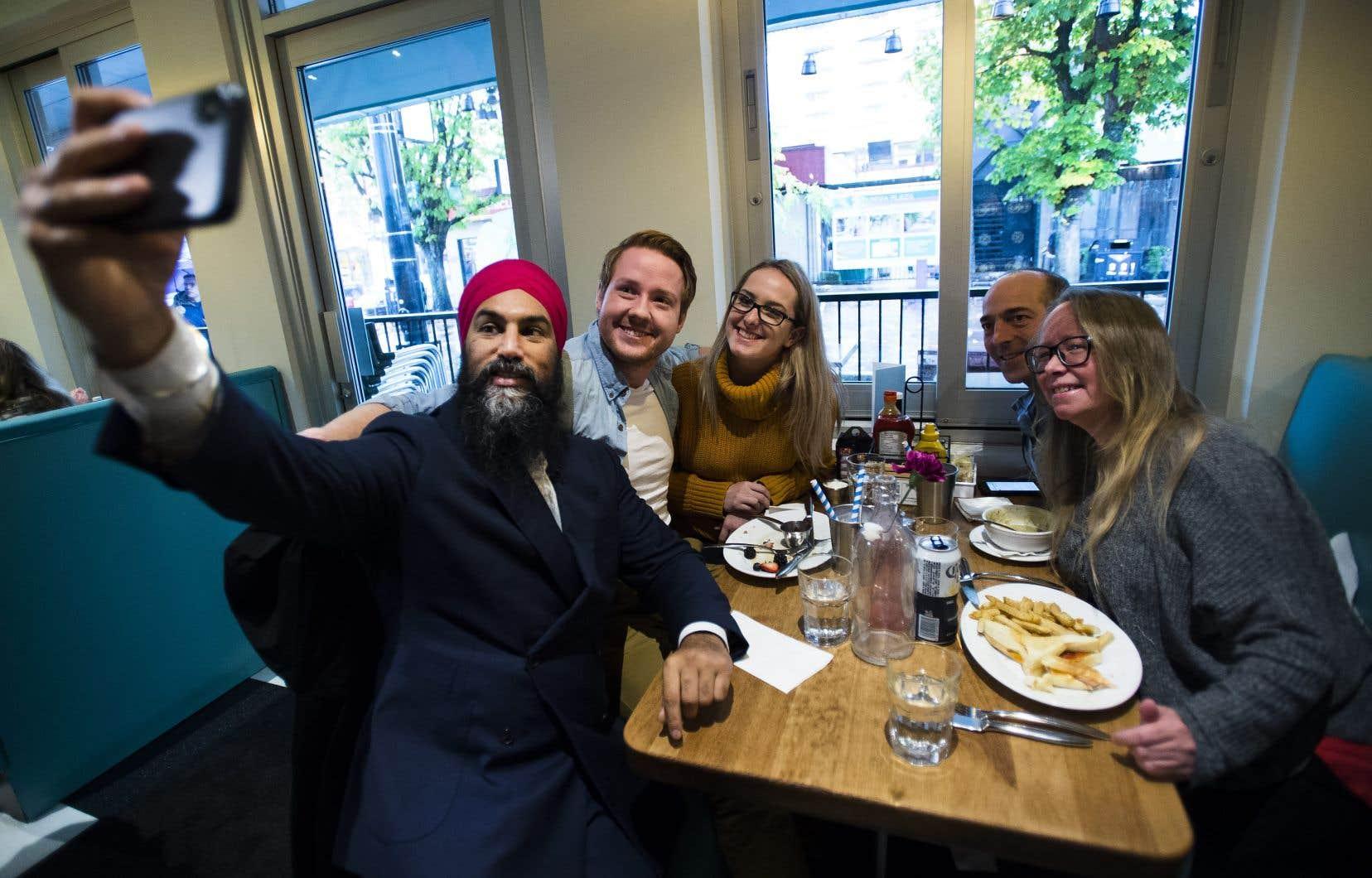 M.Singh doit continuer à faire campagne en Colombie-Britannique, mais seules des visites d'entreprises locales figurent à son agenda pour le reste de la journée de dimanche. Un rythme quicontraste avec celui de ses adversaires libéral et conservateur.