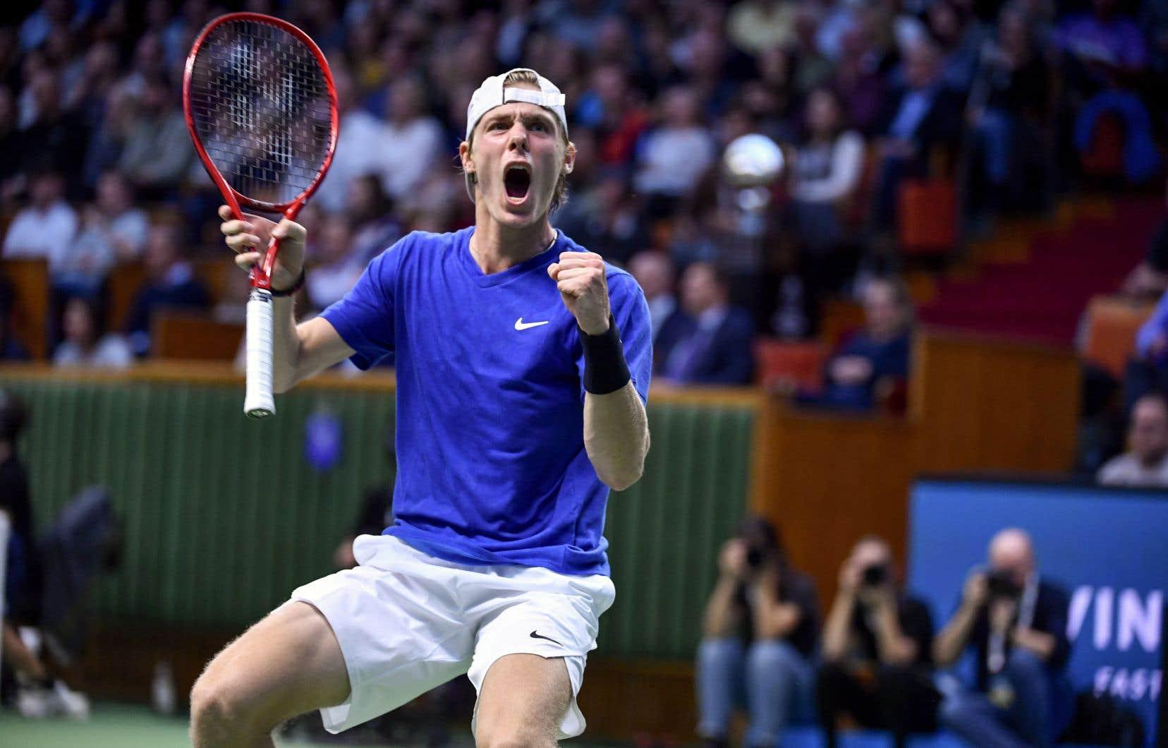 Denis Shapovalov a battu le Serbe Filip Krajinovic en deux manches identiques de 6-4, dimanche en finale de l'Omnium de tennis de Stockholm.