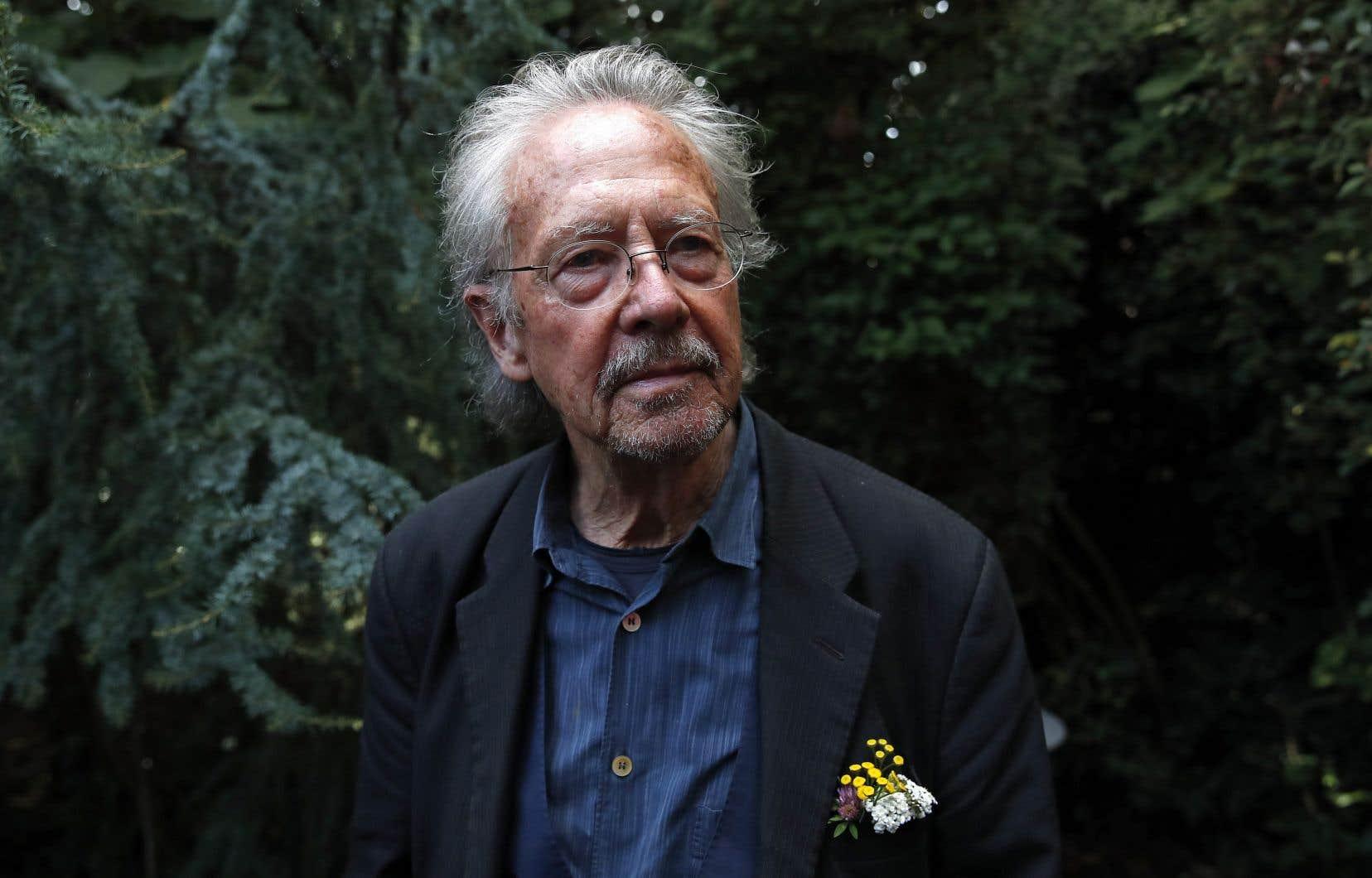 «Peter Handke est considéré comme proserbe et admirateur de Slobodan Milosevic», souligne l'auteur.
