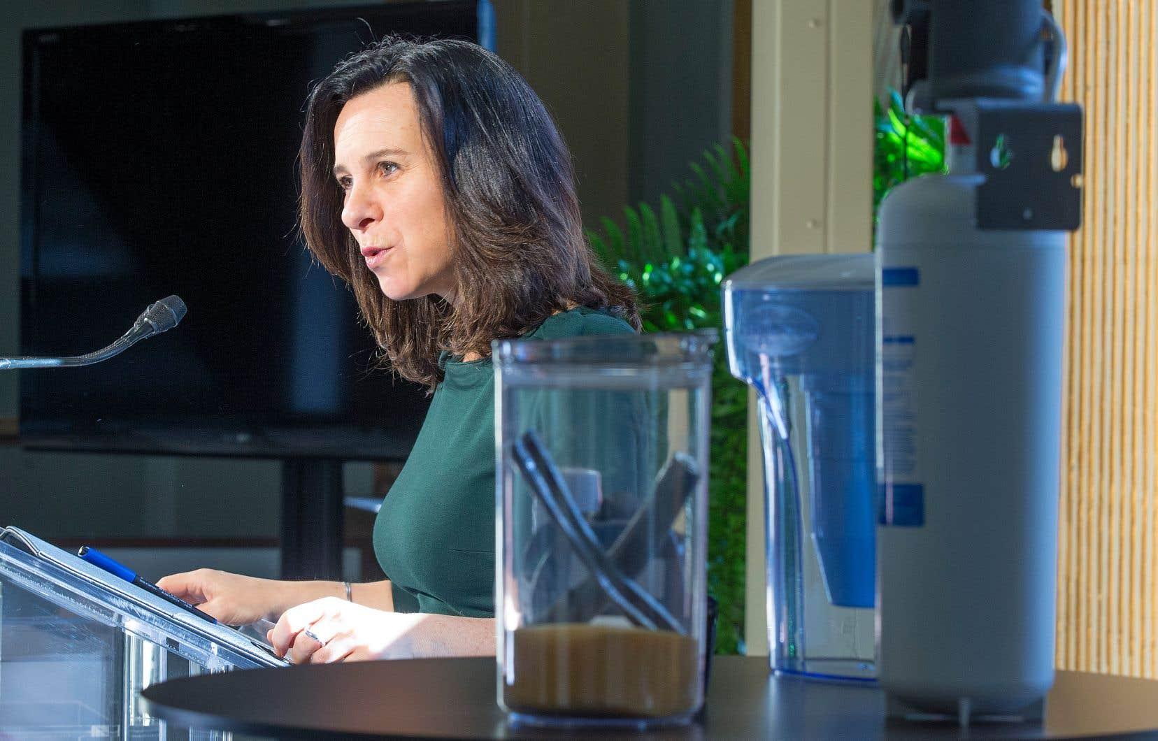 La mairesse de Montréal, Valérie Plante, demandera l'aide de Québec pour financer le programme des conduites en plomb dans le réseau municipal.