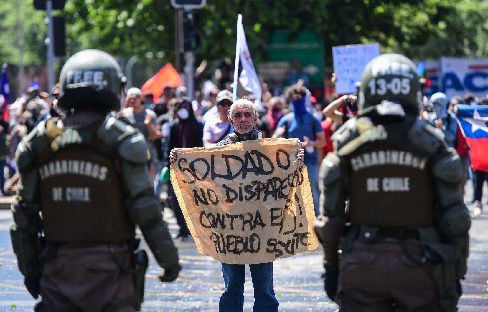 Une sixième journée de manifestation s'est déroulée dans les rues de Santiago, mercredi.