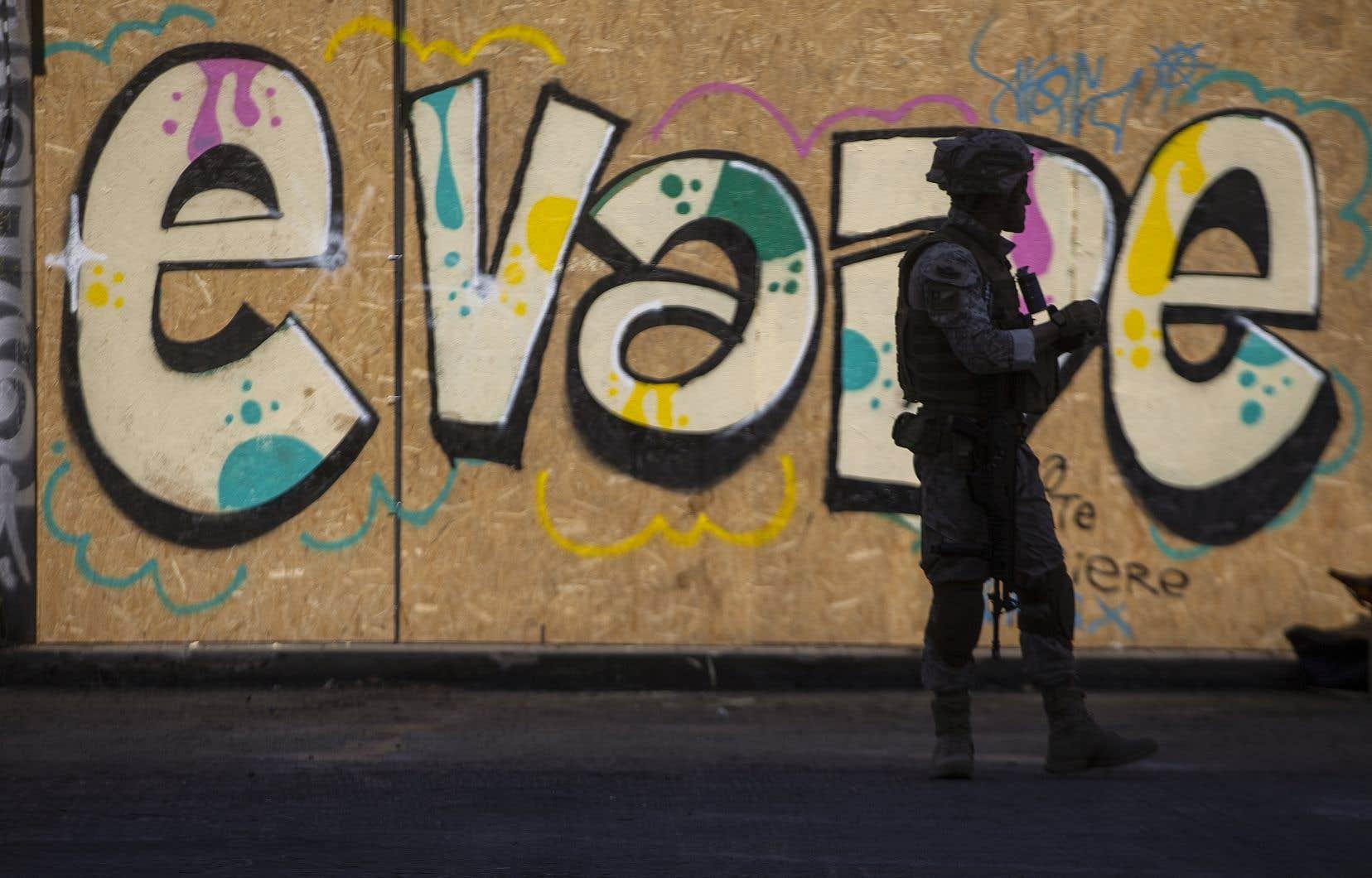 Quelque 20000 militaires et policiers sont déployés dans les rues des villes du Chili et neuf des 16 régions du pays sont sous état d'urgence.