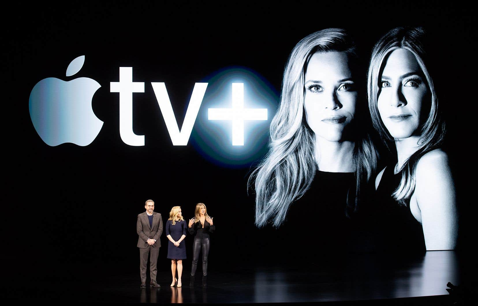 Pour annoncer sa première série en streaming, la plateforme Apple TV+ a fait les choses en grand. Les acteurs principaux de The Morning Show, Steve Carrell, Reese Whiterspoon et Jennifer Aniston, ont participé à la conférence de presse de lancement en mars dernier au siège social californien de la compagnie.