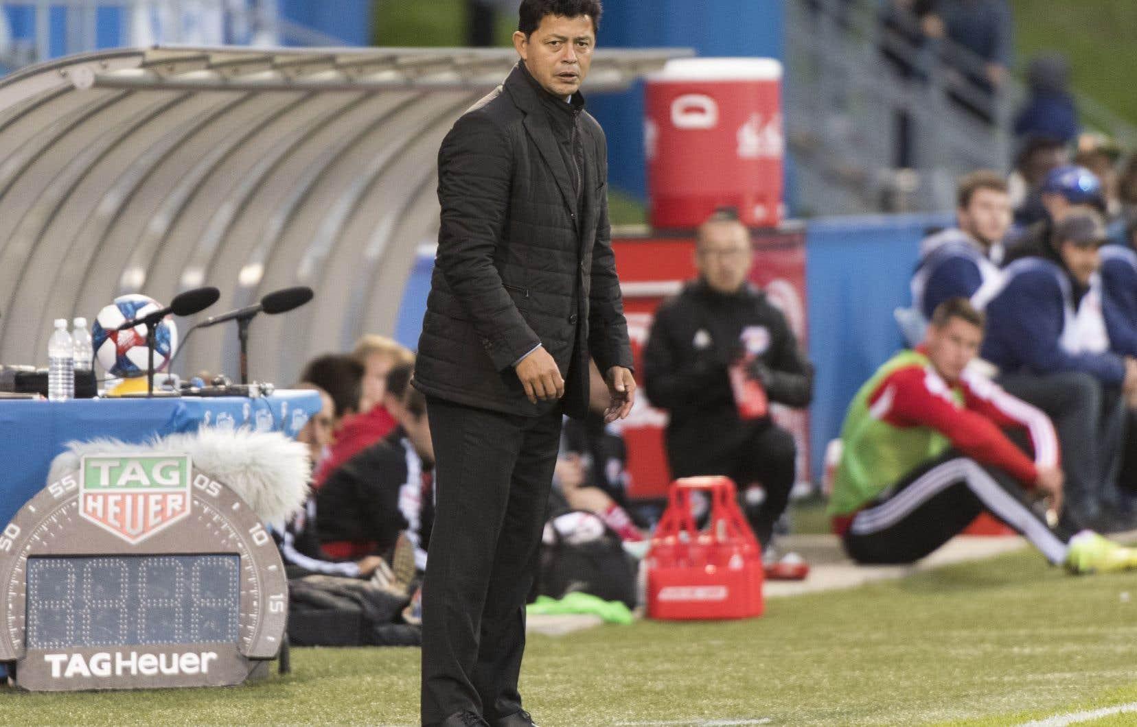 Le Colombien Wilmer Cabrera a maintenu un dossier de deux victoires, quatre défaites et un verdict nul en sept matchs de saison ordinaire.