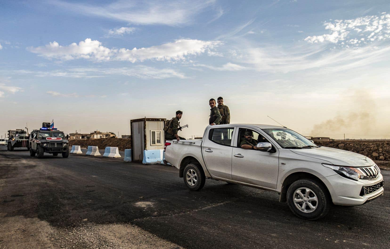 Les forces kurdes en Syrie quittent les positions qu'elles tenaient depuis des années le long de la frontière turque.