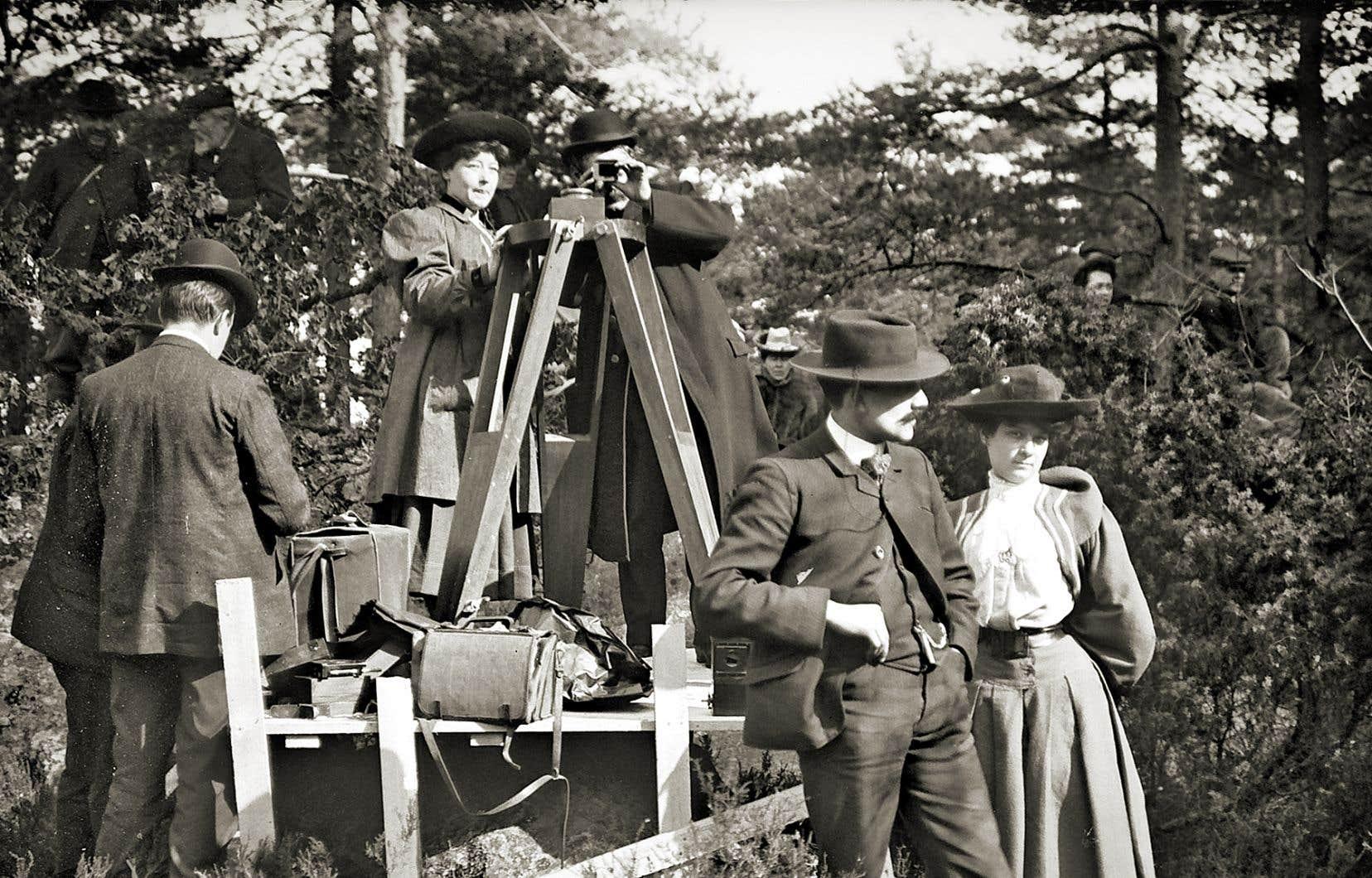 En 20 ans de carrière, Alice Guy-Blaché (au centre) a écrit, réalisé ou produit environ 1000 films.