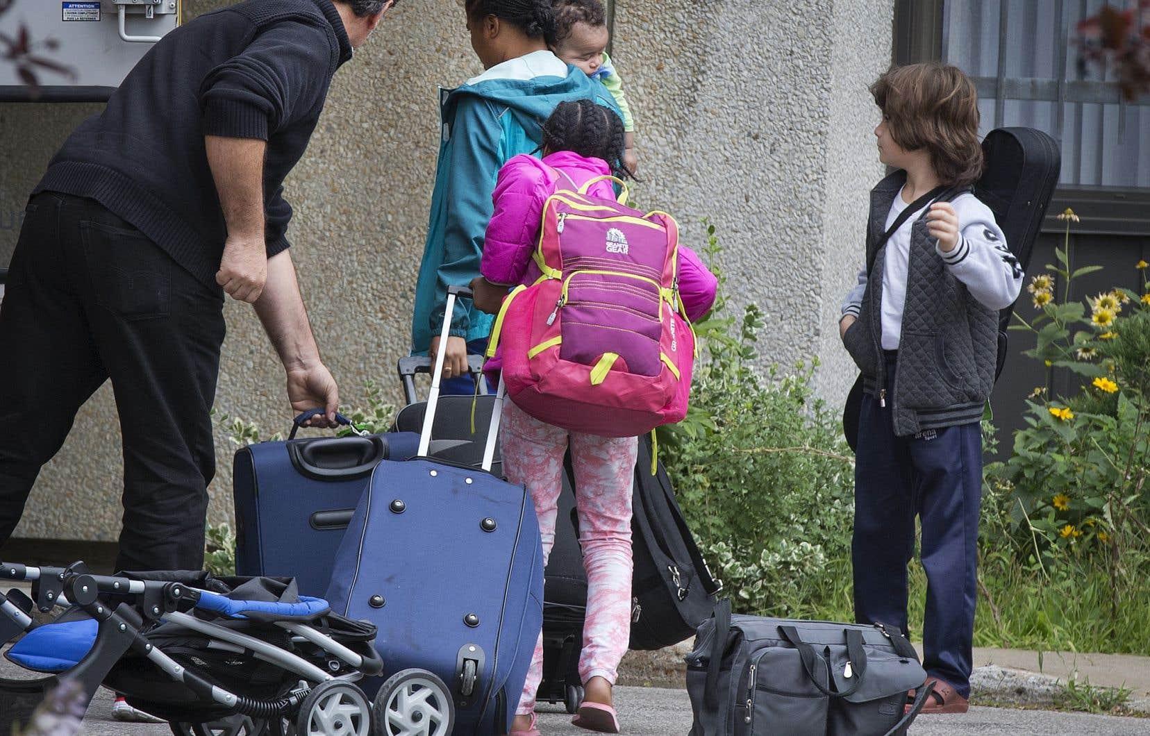 «Comme le montre l'étude que nous venons de terminer à Montréal, les femmes migrantes (et leur famille) sans assurance publique de santé doivent souvent renoncer aux soins, le plus souvent pour des raisons financières», souligne l'auteur.