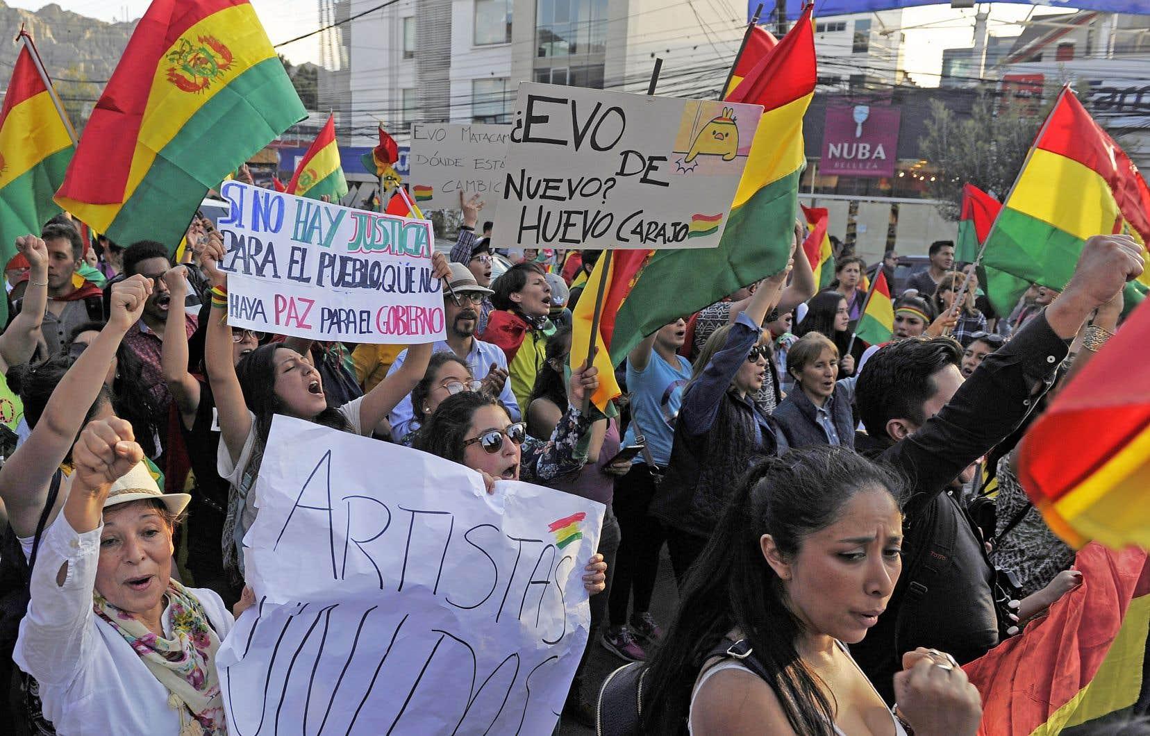 Des manifestants boliviens demandaient la tenue de nouvelles élections, dimanche, à La Paz.