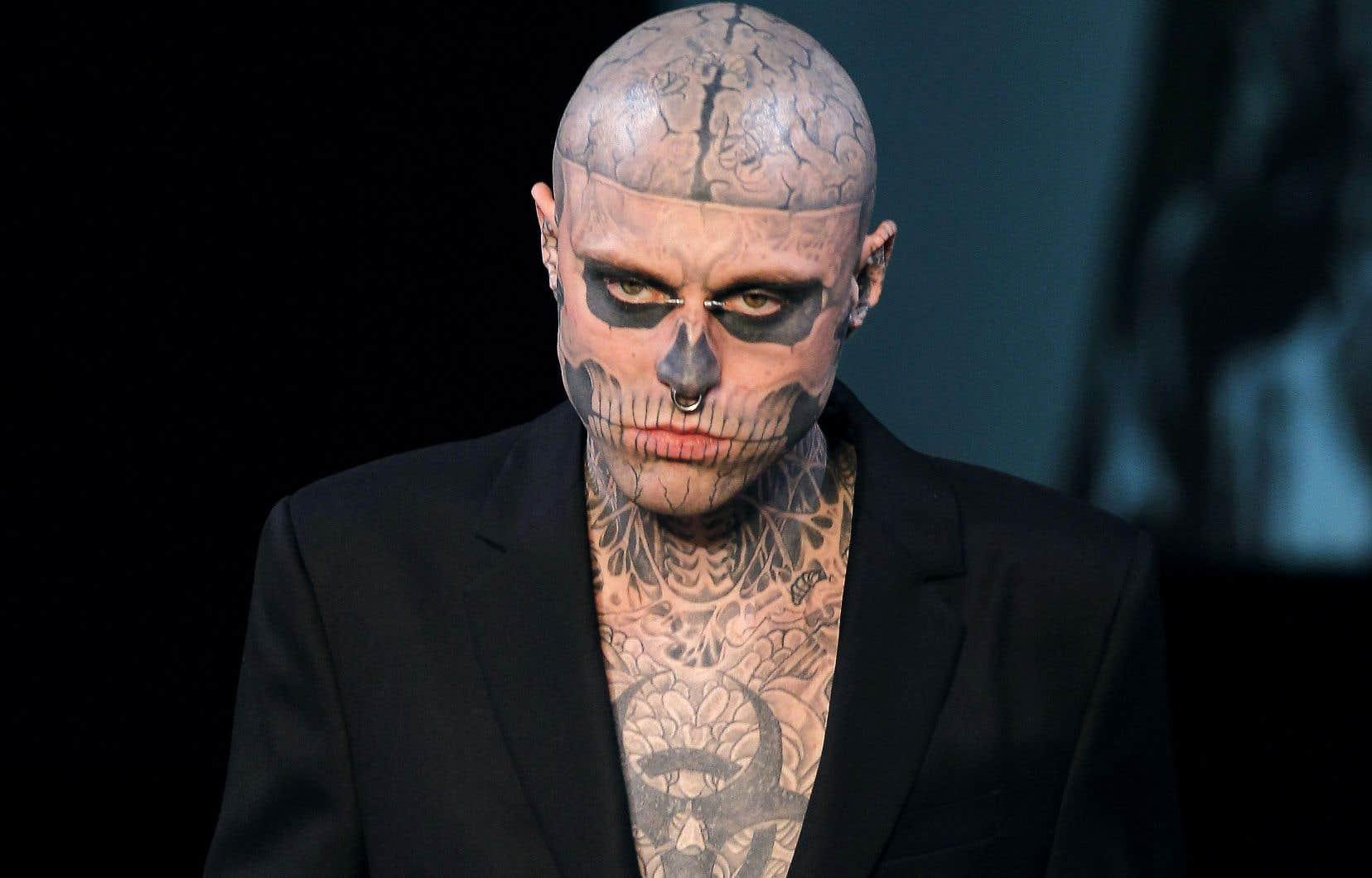 Rick Genest s'est fait connaître grâce aux nombreux tatouages qui couvraient son corps des pieds à la tête, ce qui lui a valu plusieurs invitations de grands designers de mode.