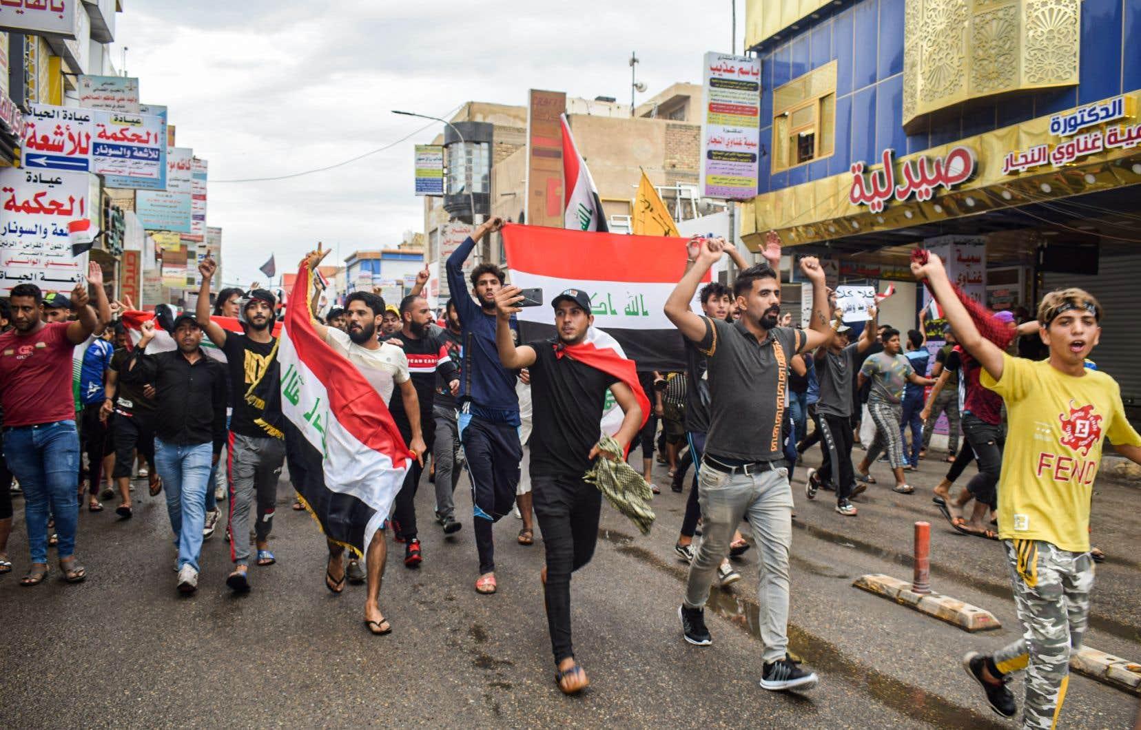 Lundi, étudiants et écoliers ont rejoint le mouvement de contestation, qui réclame notamment des emplois pour les jeunes.