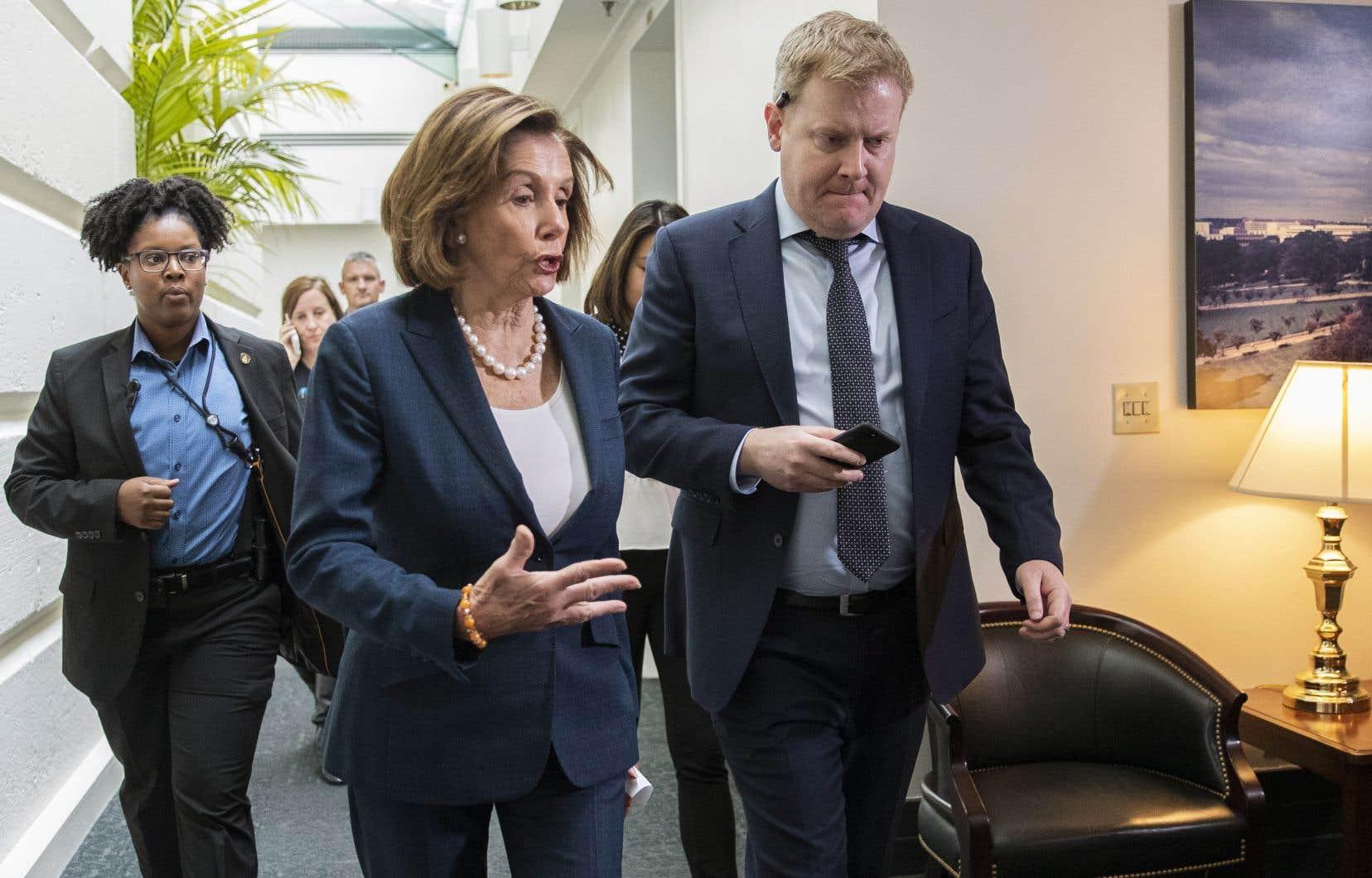 La présidente de la Chambre des représentants des États-Unis, Nancy Pelosi, a annoncé la tenue d'un vote jeudi pour formaliser l'enquête en vue d'une procédure de destitution contre Donald Trump.