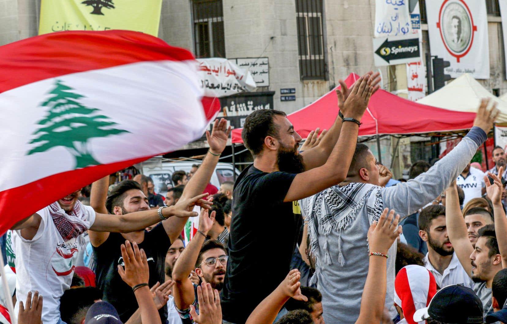 Le premier ministre Saad Hariri a démissionné au 13e jour d'une révolte populaire inédite contre une classe politique accusée d'avoir laissé sombrer le pays.