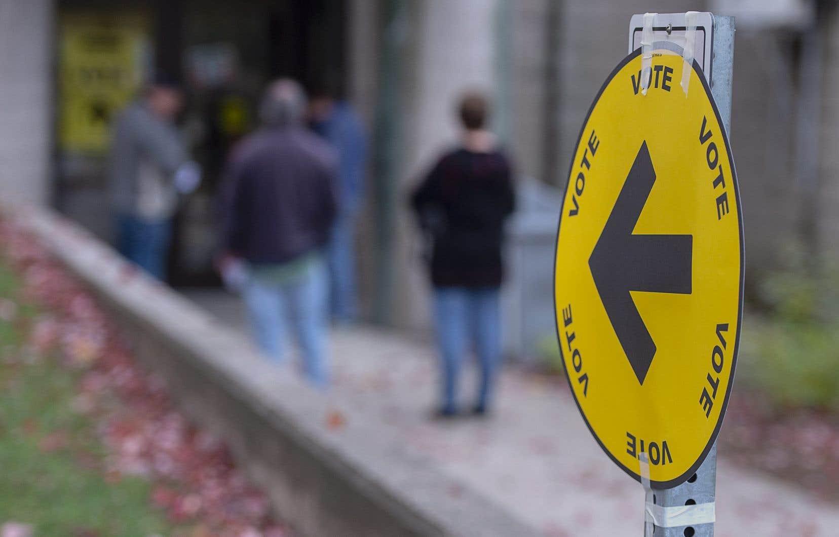 <p>Les résultats ont été très serrés dans Hochelaga et Québec, avec un peu plus de 300 voix d'écart pour le Parti libéral.</p>