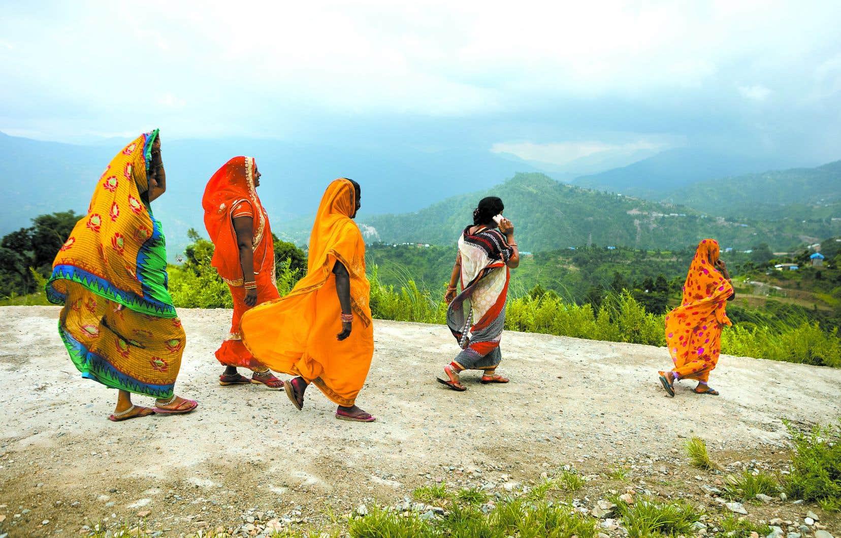 Des femmes dalits visitent des  projets d'entrepreneuriat féminin en agriculture dans le district de Sindhuli, au Népal.