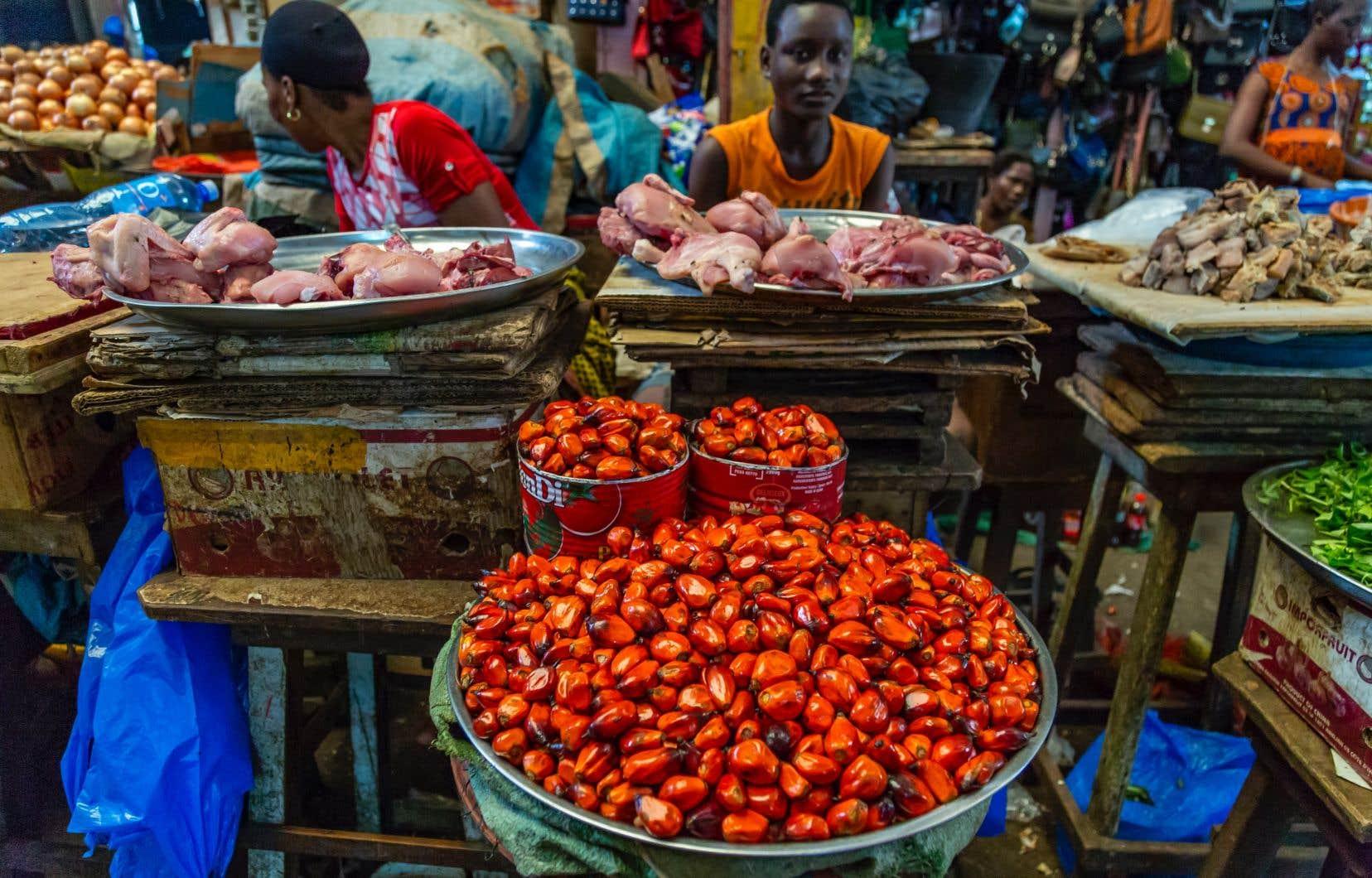 Le Québec développe de plus en plus de relations avec les pays émergents, dont la Côte d'Ivoire, où il a ouvert une délégation en 2017. Sur la photo, on aperçoit le marché d'Adjamé, à Abidjan, la principale ville du pays.
