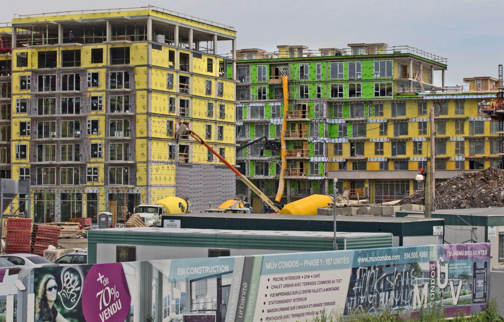 «La ville devrait non seulement contraindre les promoteurs à construire des logements en phase avec les besoins de la population, mais aussi devenir un acteur de premier plan dans la planification du développement immobilier», soutient l'auteur.