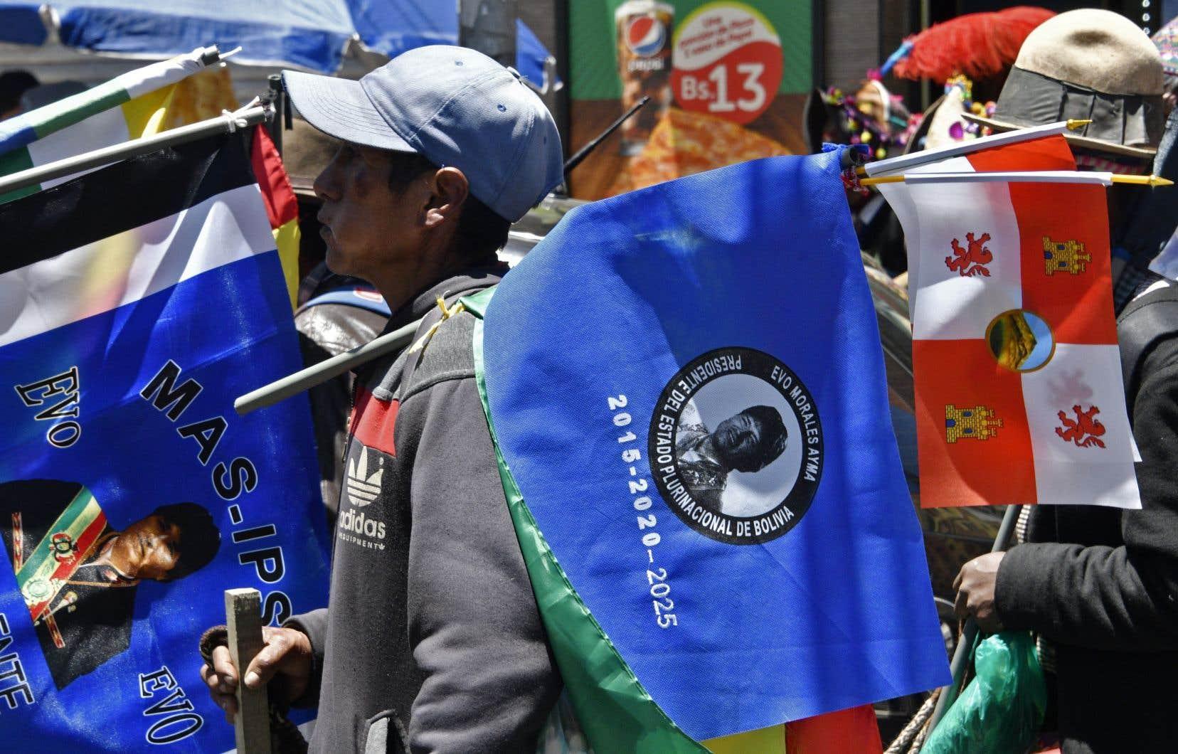 Des partisans d'Evo Morales marchant à La Paz, mercredi