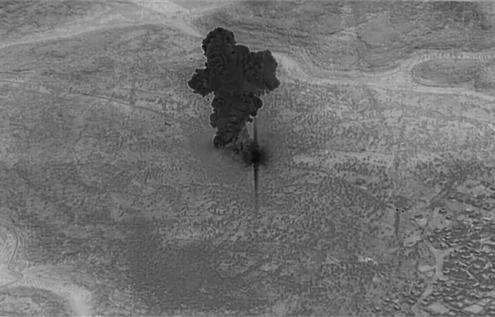 Le Pentagone a montré mercredi des images de l'opération militaire qui visait Abou Bakr al-Baghdadi, dont celle-ci montrant de la fumée qui s'élève du repaire du chef du groupe armé État islamique.