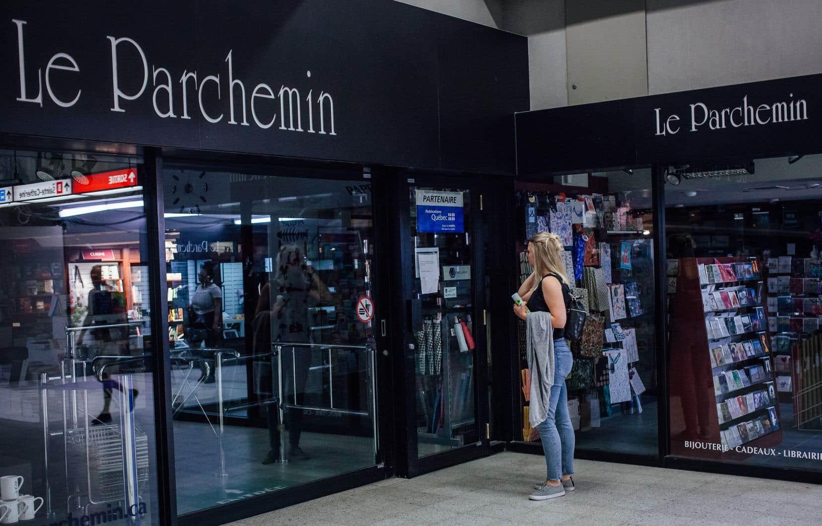 La librairie Le Parchemin était installée au métro Berri-UQAM depuis l'ouverture de la station en 1966. En juillet, l'entreprise a fait savoir qu'elle n'avait d'autre choix que de mettre la clef sous la porte.