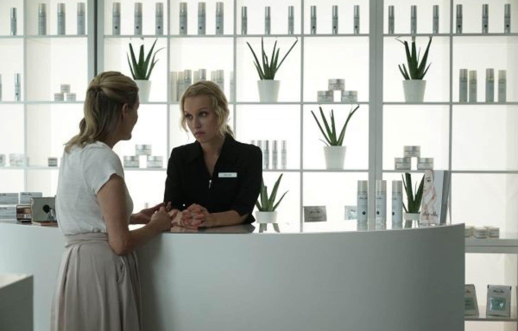 Rose-Marie Perreault incarne Gabrielle, qui est escorte, un métier qui lui empoisonne le corps et l'esprit.