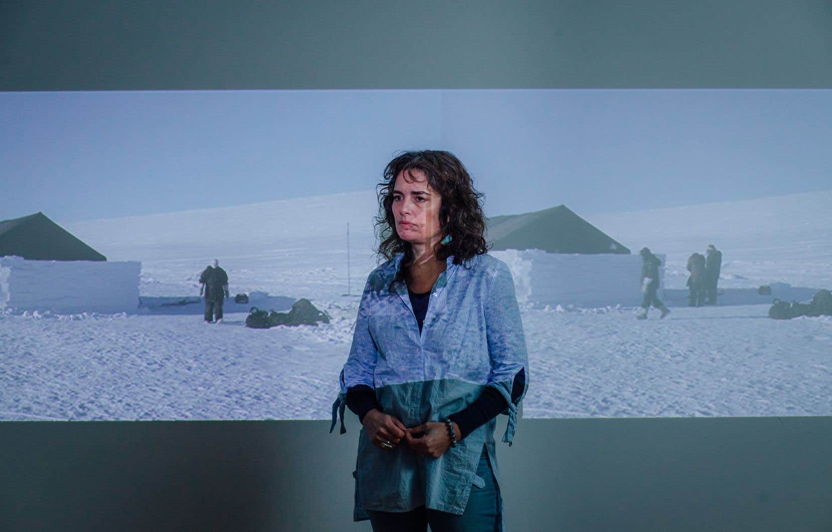 Emmanuelle Léonard dans son studio, avant l'exposition à la Galerie de l'UQAM