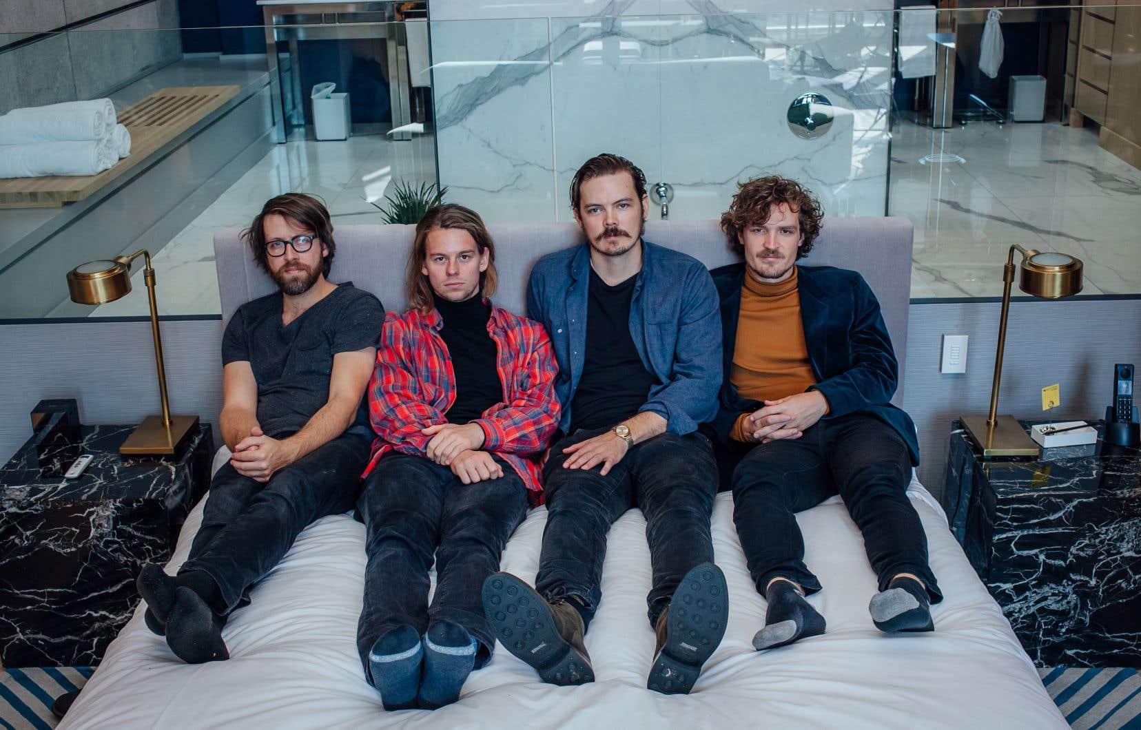 Les membres de Half Moon Run photographiés à l'hôtel W dans le Vieux-Montréal