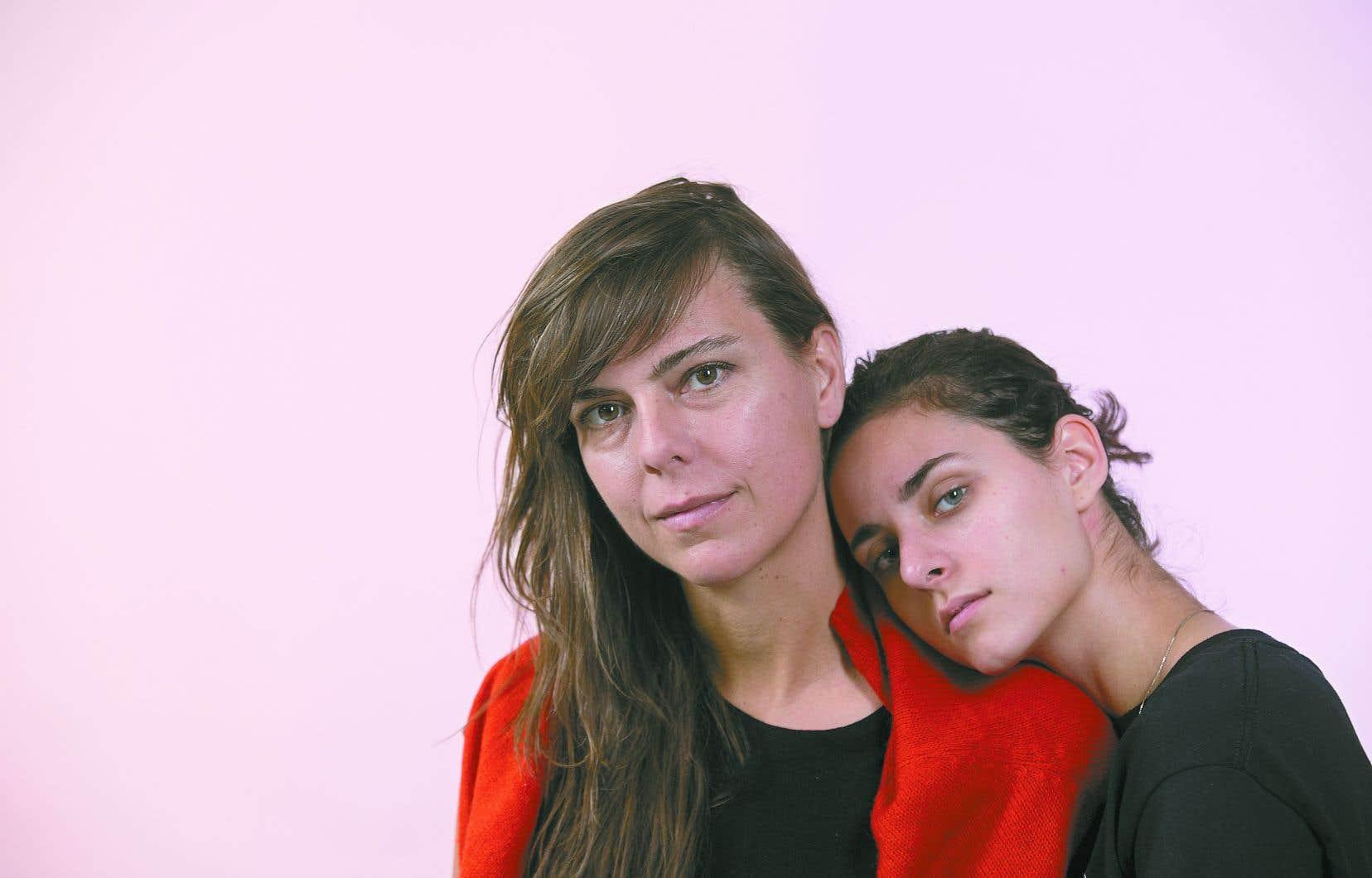 Nahéma Ricci (à droite) a été choisie dans le cadre d'un casting sauvage où des centaines de jeunes de tous les horizons ont rencontré l'équipe du film, dont la cinéaste Sophie Deraspe.