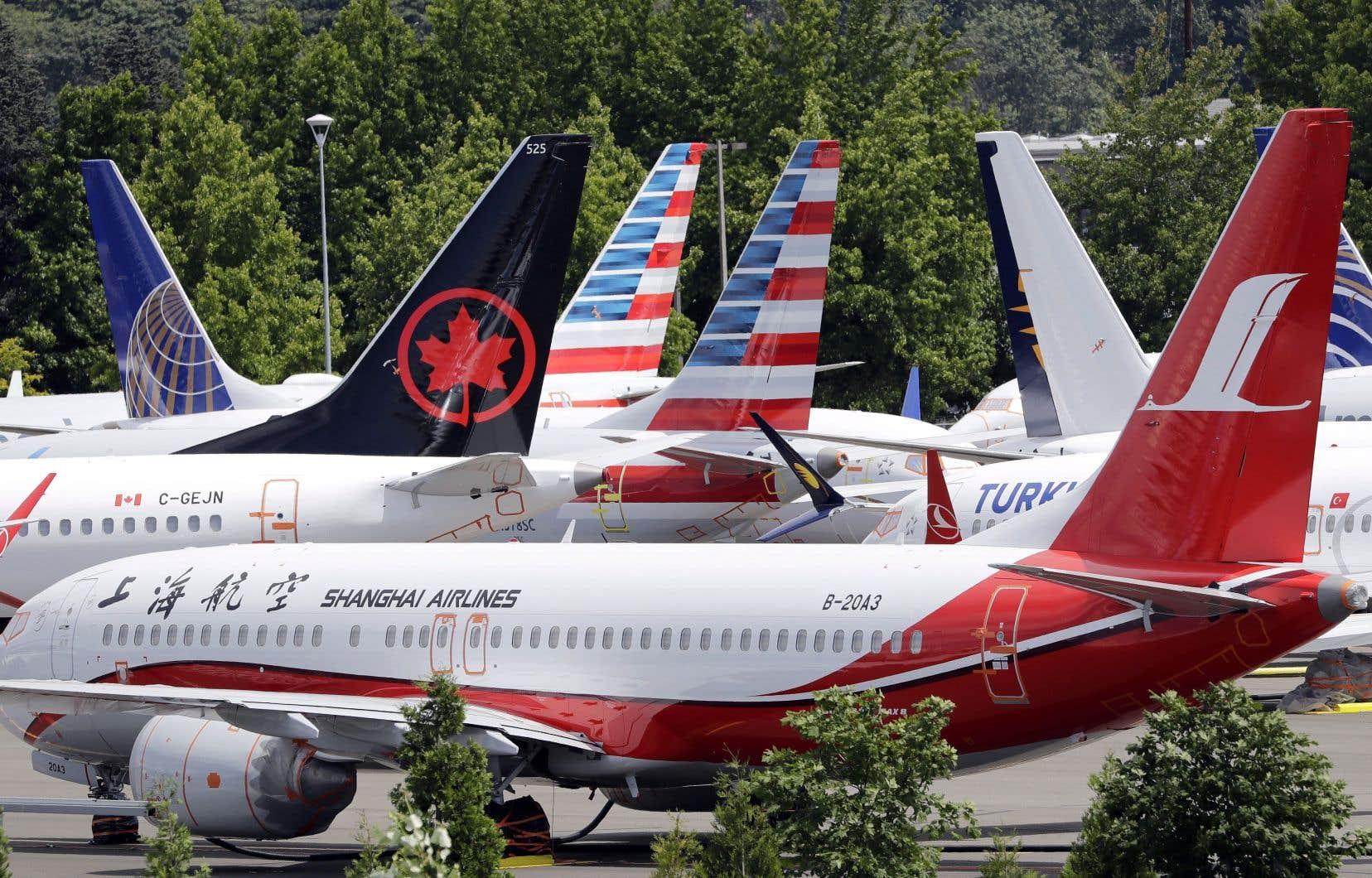 Des appareils Boeing 737 MAX cloués au sol sur une aire de stationnement aéroportuaire de Seattle, aux États-Unis.