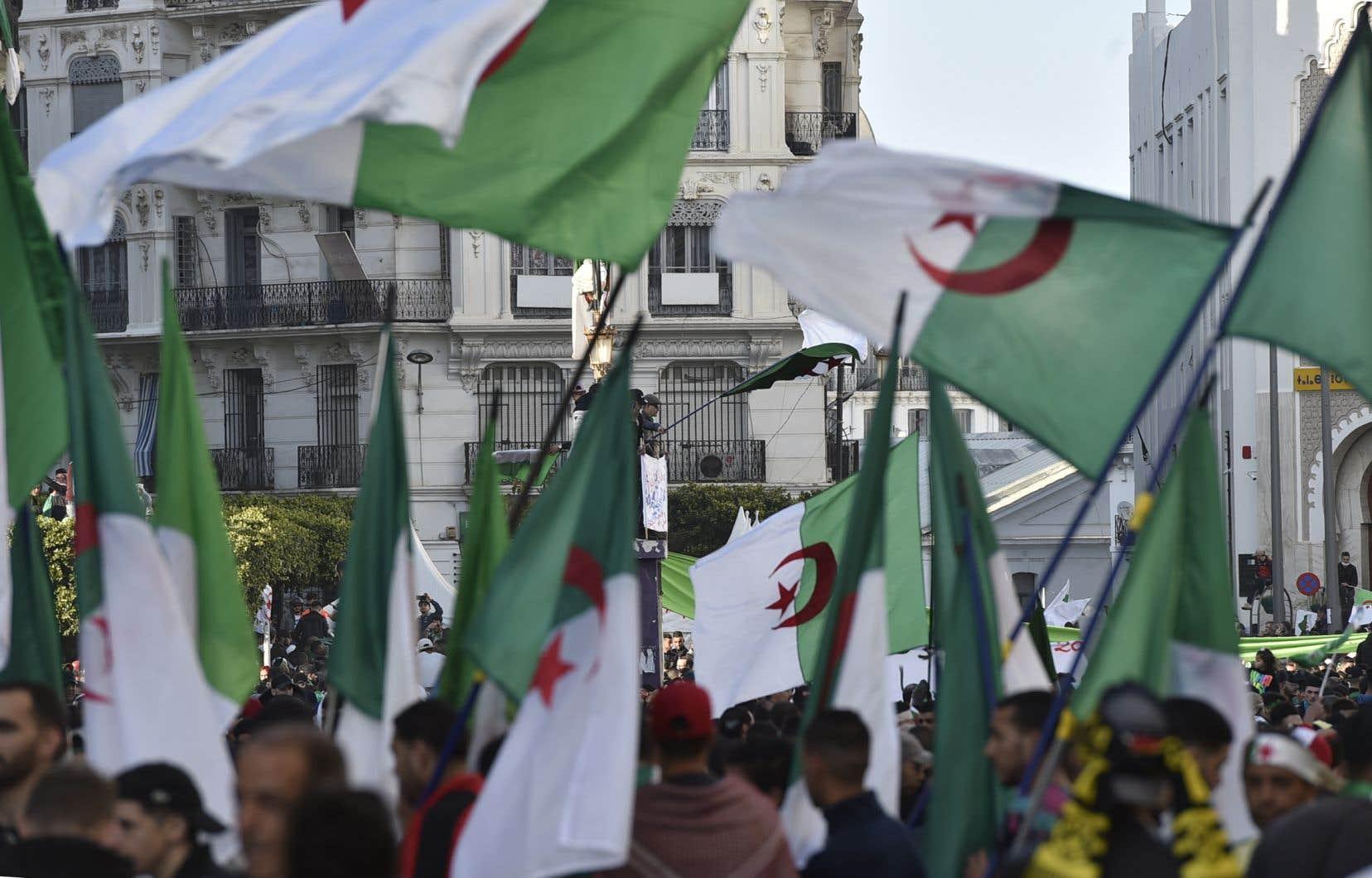 L'élection du 12décembre est rejetée par le mouvement de contestation inédit né fin février et sous la pression duquel M.Bouteflika a été forcé par l'armée à démissionner à deux semaines de la fin de son quatrième quinquennat.