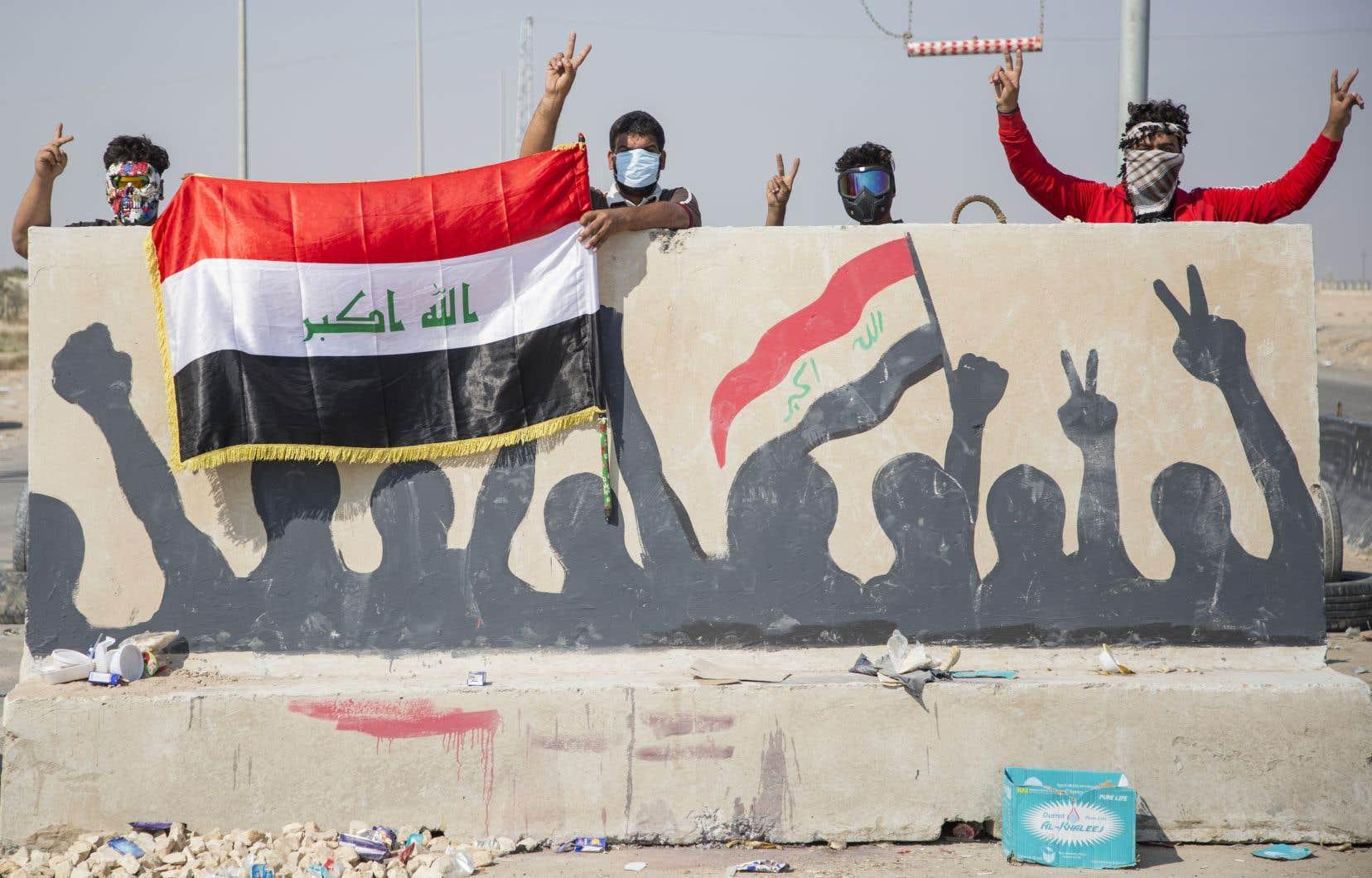 Depuis plusieurs jours, des manifestants bloquent la route menant au port d'Oum Qasr.