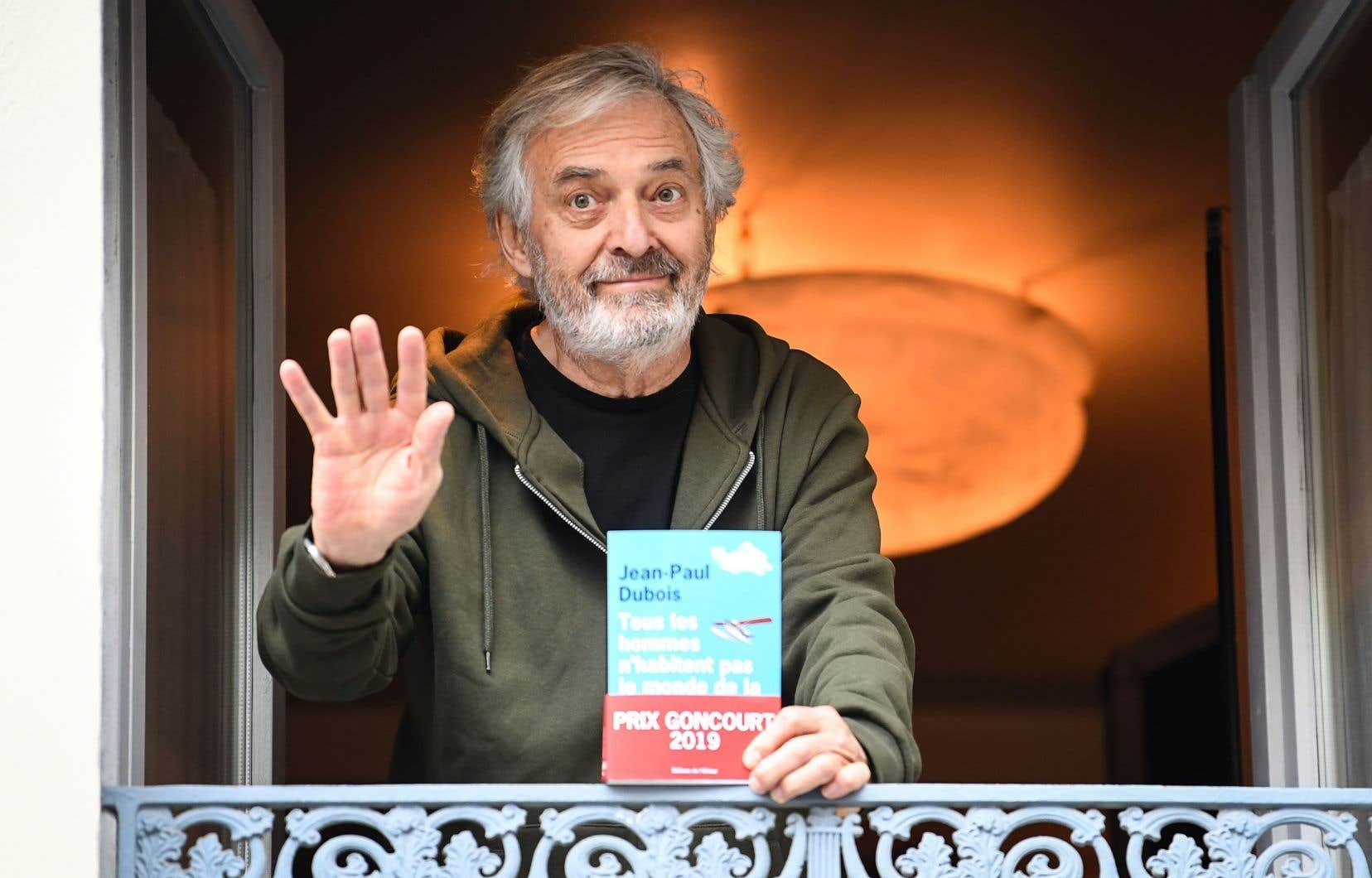 Le discret écrivain français Jean-Paul Dubois a estimé que sa récompense était due à «la chance».