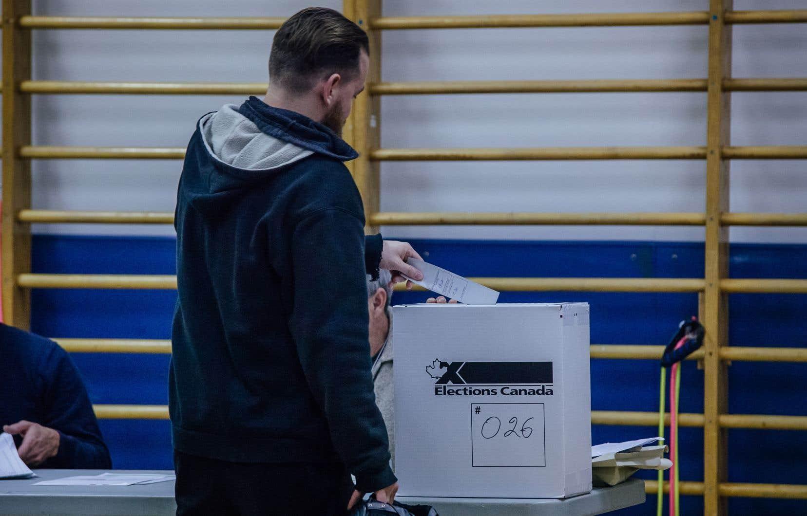 Au terme d'une première journée de recomptage des bulletins de vote en présence d'un juge, le Bloc québécois a convenu que l'écart entre la candidate libérale et le candidat du Bloc demeurait beaucoup trop grand pour espérer renverser le résultat annoncé le 21octobre.