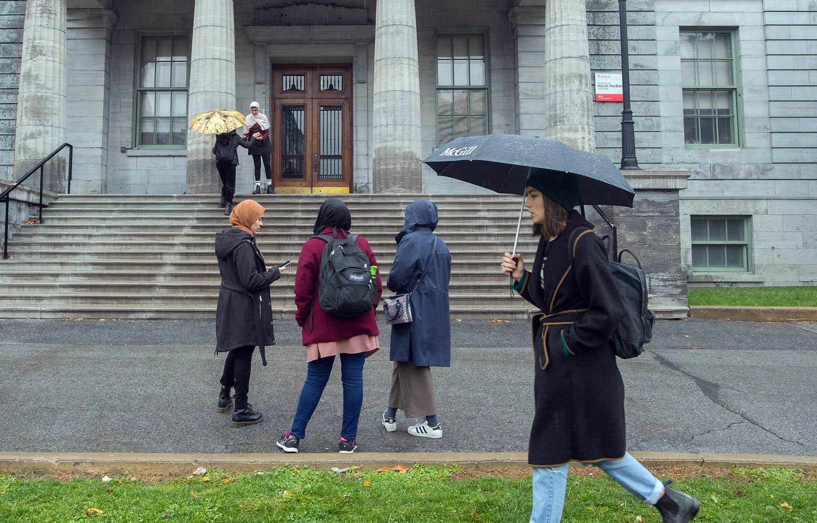 En vertu de nouvelles règles en immigration, de nombreux étudiants étrangers devront renoncer s'établir au Québec et d'y faire carrière.