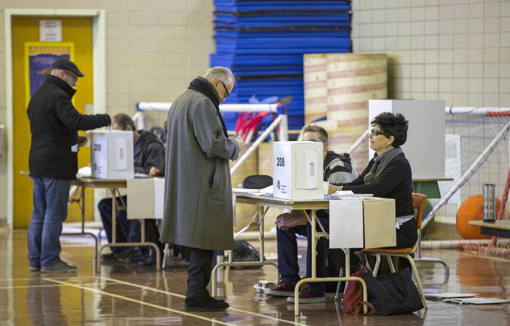 <p>Selon le ministre de l'Éducation, Jean-François Roberge, le faible taux de participation aux élections scolaires en 2014 avaient une valeur de référendum sur la pertinence de l'exercice.</p>