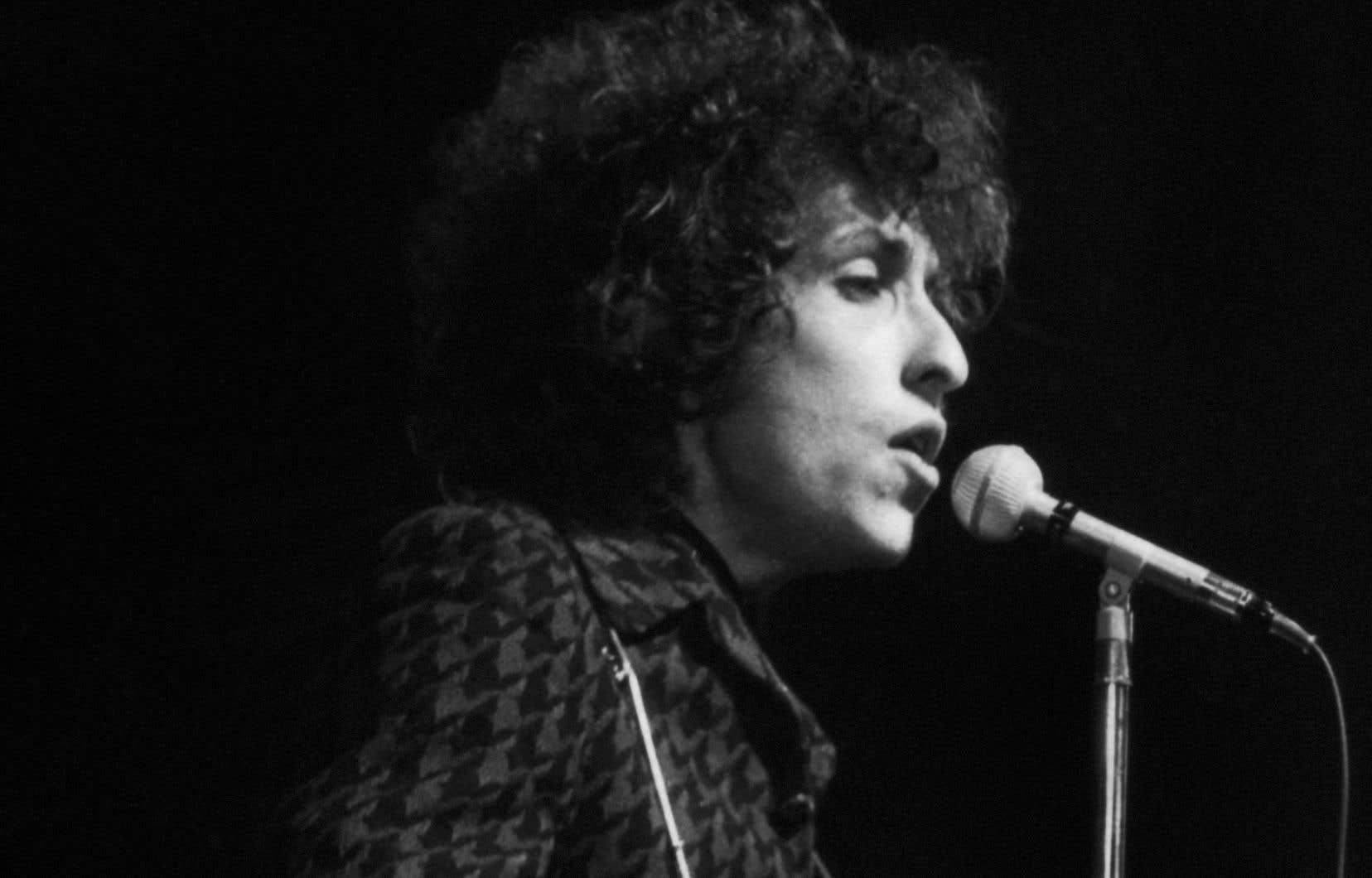 La chronique des «années» Nashville de Dylan est une valse-hésitation entre le folksinger et la musique country.