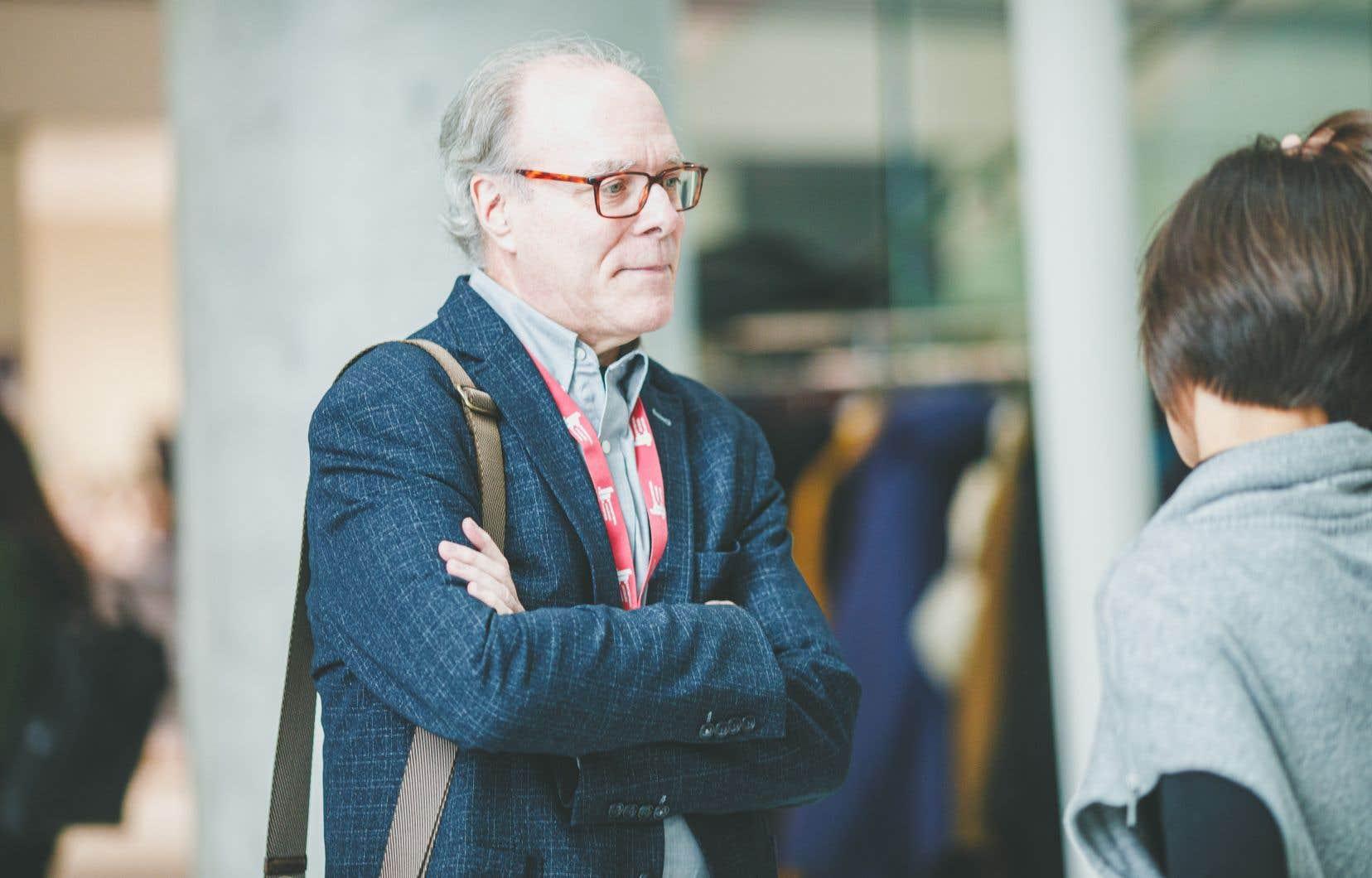 Le chercheur Jacques A. De Guise, lors d'un colloque sur les écosystèmes d'innovation ouverte et la recherche collaborative en technologies médicales, où il a été présenté comme un pionnier au Québec dans l'approche du laboratoire vivant.