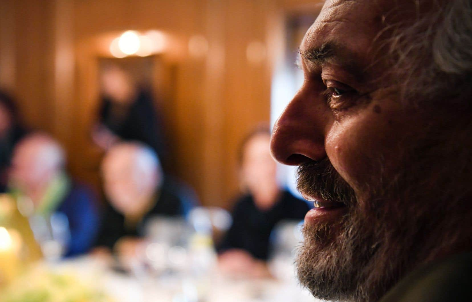 L'auteur français Jean-Paul Dubois au moment de recevoir le prix Goncourt à Paris, le 4 novembre dernier, pour son roman «Tous les hommes n'habitent pas le monde de la même façon».