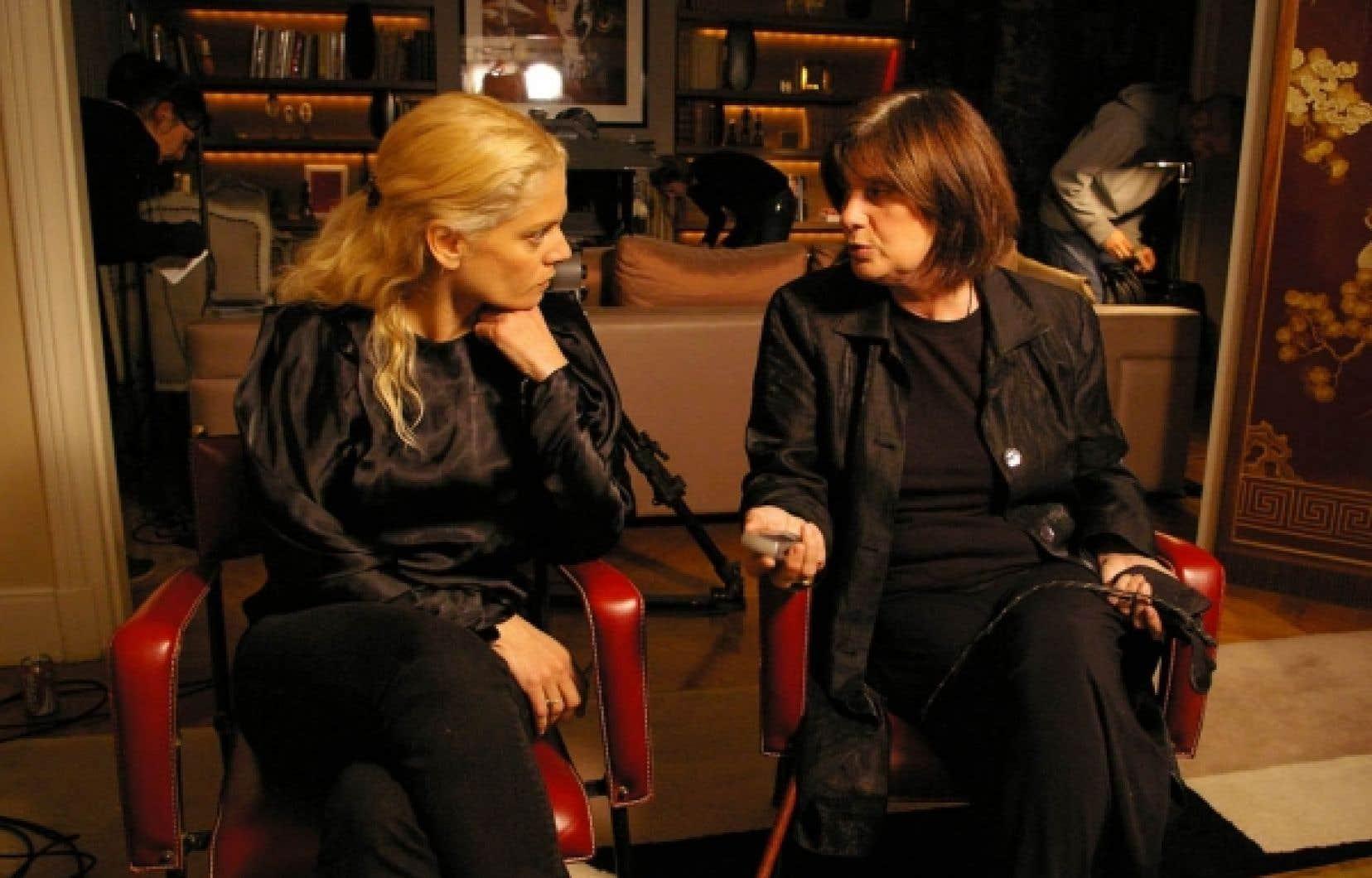 La jeune cinéaste new-yorkaise Angela Ismailos en compagnie de la «bad girl du cinéma français», Catherine Breillat.<br />