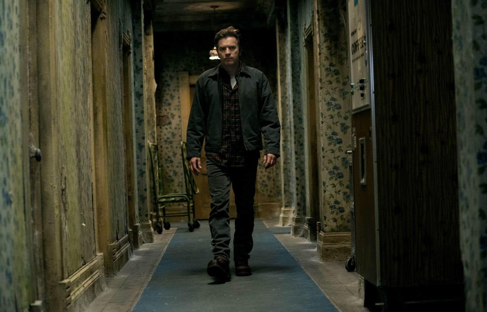 Dans «Docteur Sleep», on renoue avec Danny, ou Dan (Ewan McGregor), à présent un homme ayant suivi plus qu'il ne veut bien l'admettre le triste exemple de feu son paternel.