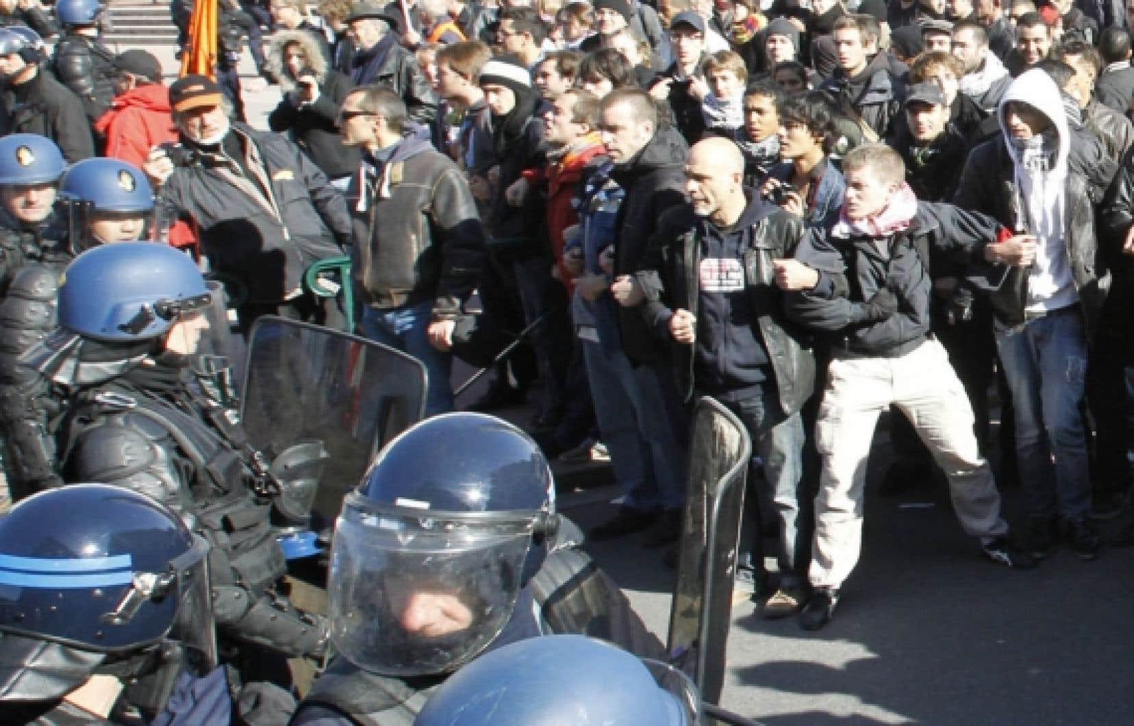 À Lyon hier, il n'y a pas eu seulement les étudiants qui ont dû en découdre avec les forces de l'ordre.<br />