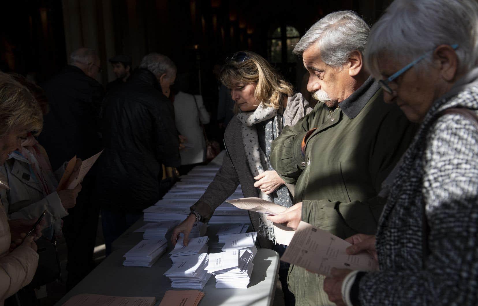 À 13h00 GMT, la participation était de 37,93%, 3,5points de moins que lors des dernières élections le 28avril.