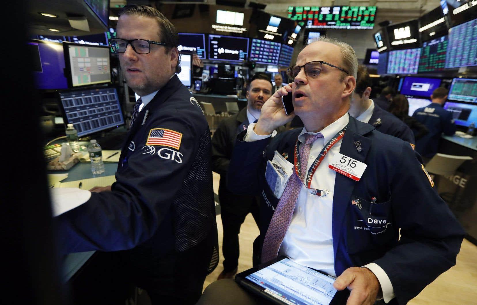 Le Nasdaq et le S&P 500 ont été freinés par le regain d'incertitudes sur les négociations entre Washington et Pékin.