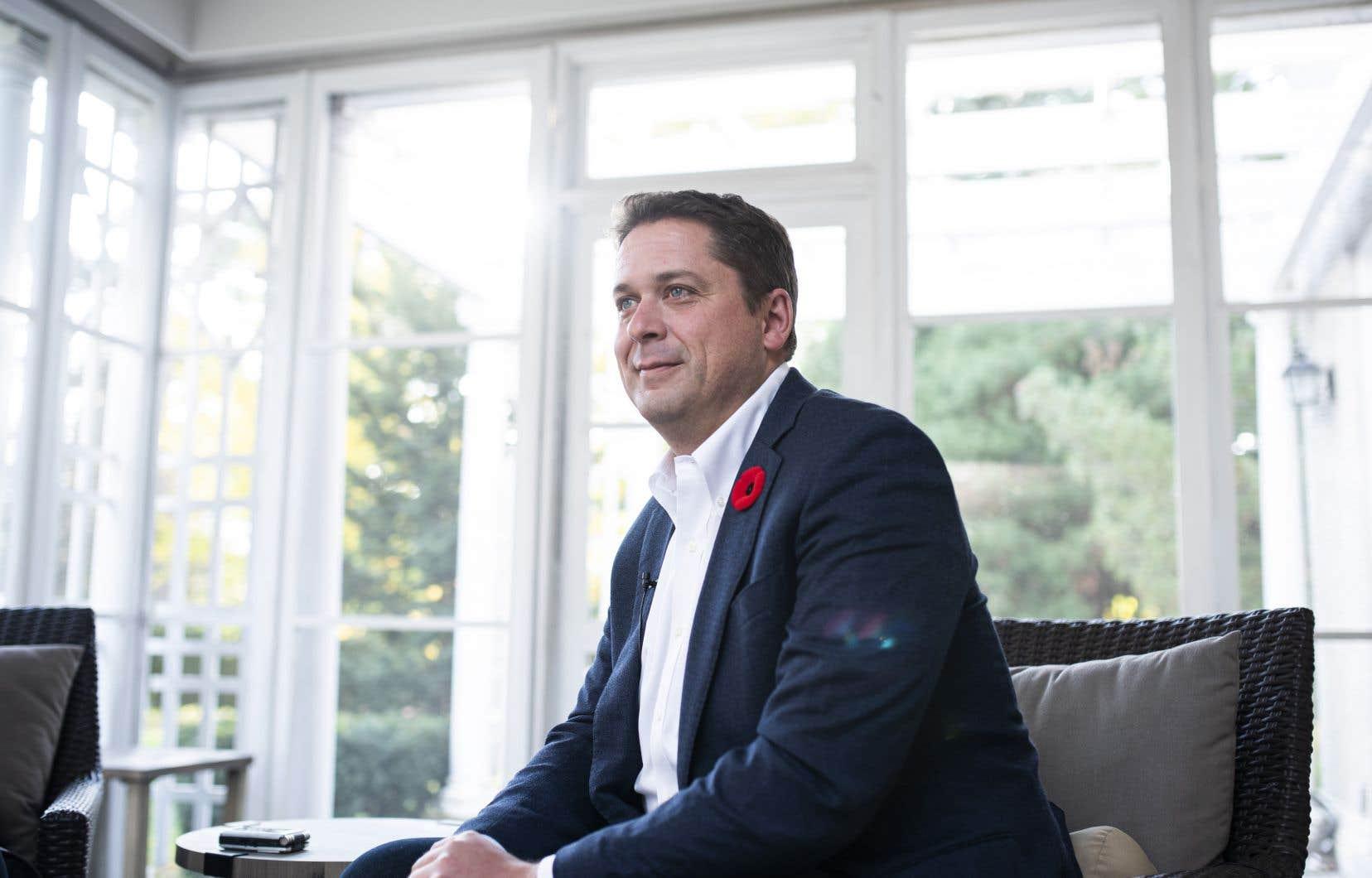 Un porte-parole de M.Scheer a déclaré que le pays était plus divisé que jamais et que M.Trudeau devait immédiatement rappeler la Chambre des communes pour régler des problèmes urgents.