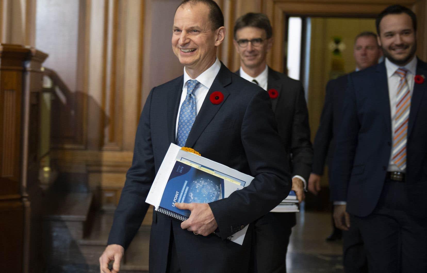 Dans sa mise à jour économique, le ministre des Finances, Eric Girard, a fait état d'un surplus budgétaire de 4,8 milliards de dollars pour 2018-2019.