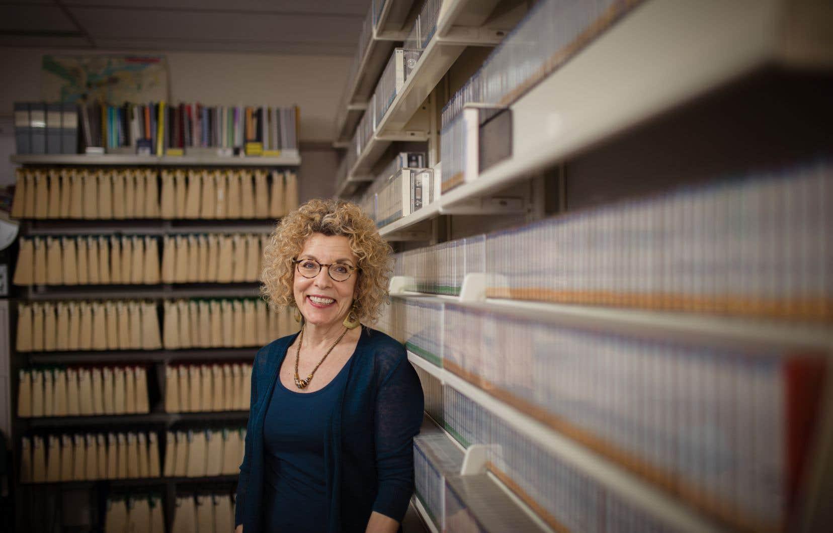 Avec son équipe, Shana Poplack a épluché plus de 163 grammaires françaises, publiées de1530 à1998, pour montrer à quel point la tradition grammaticale  est changeante, vague et contradictoire.